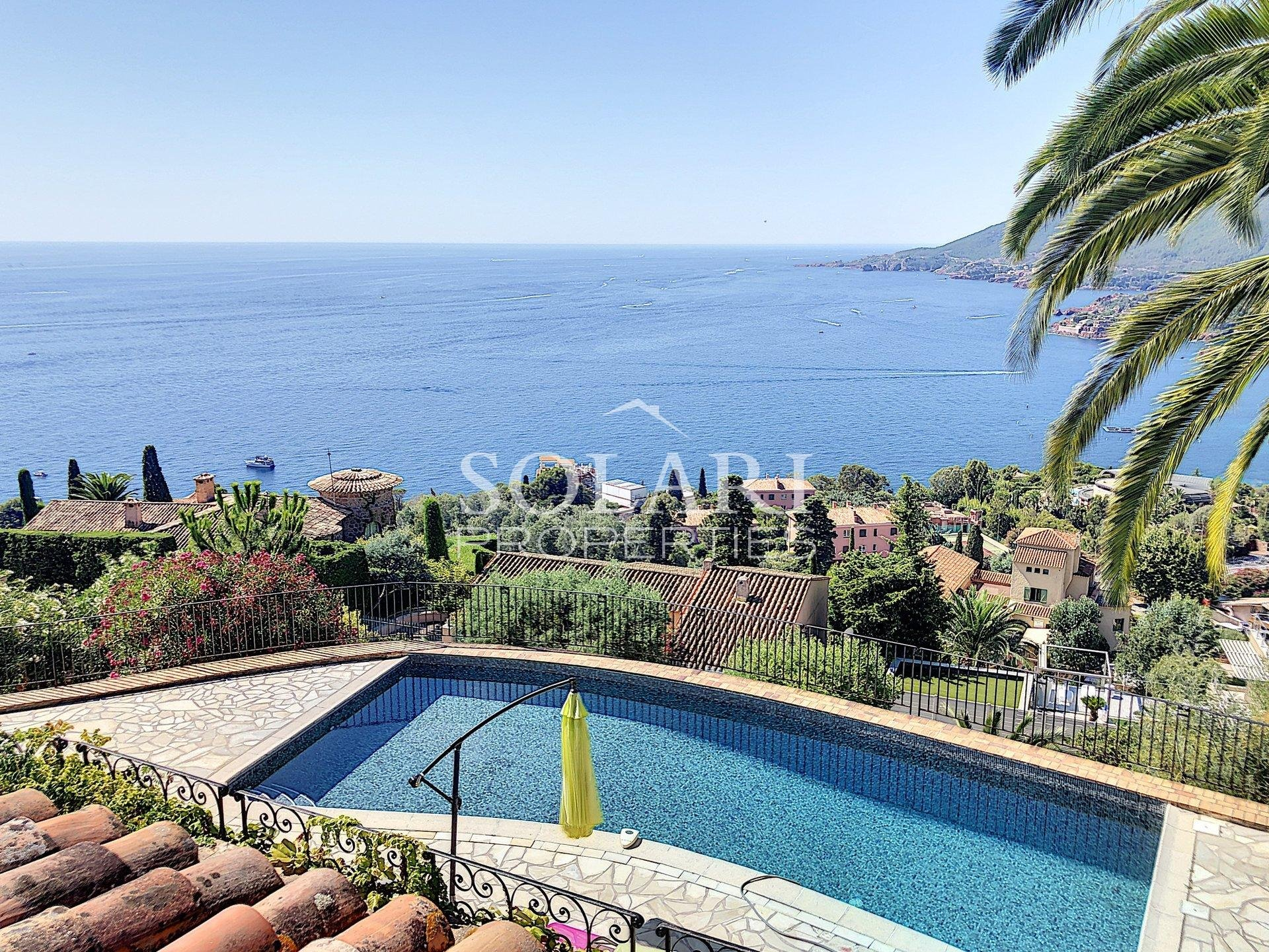 Villa with panoramic sea view and pool