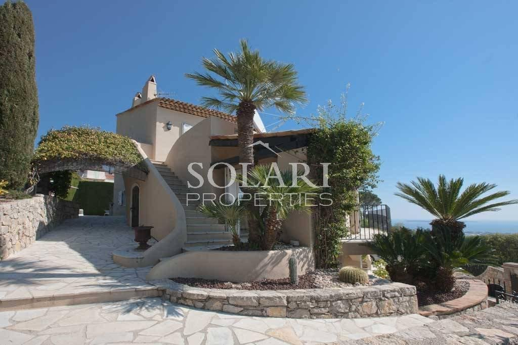 Beautifully appointed villa, totally renovated with taste