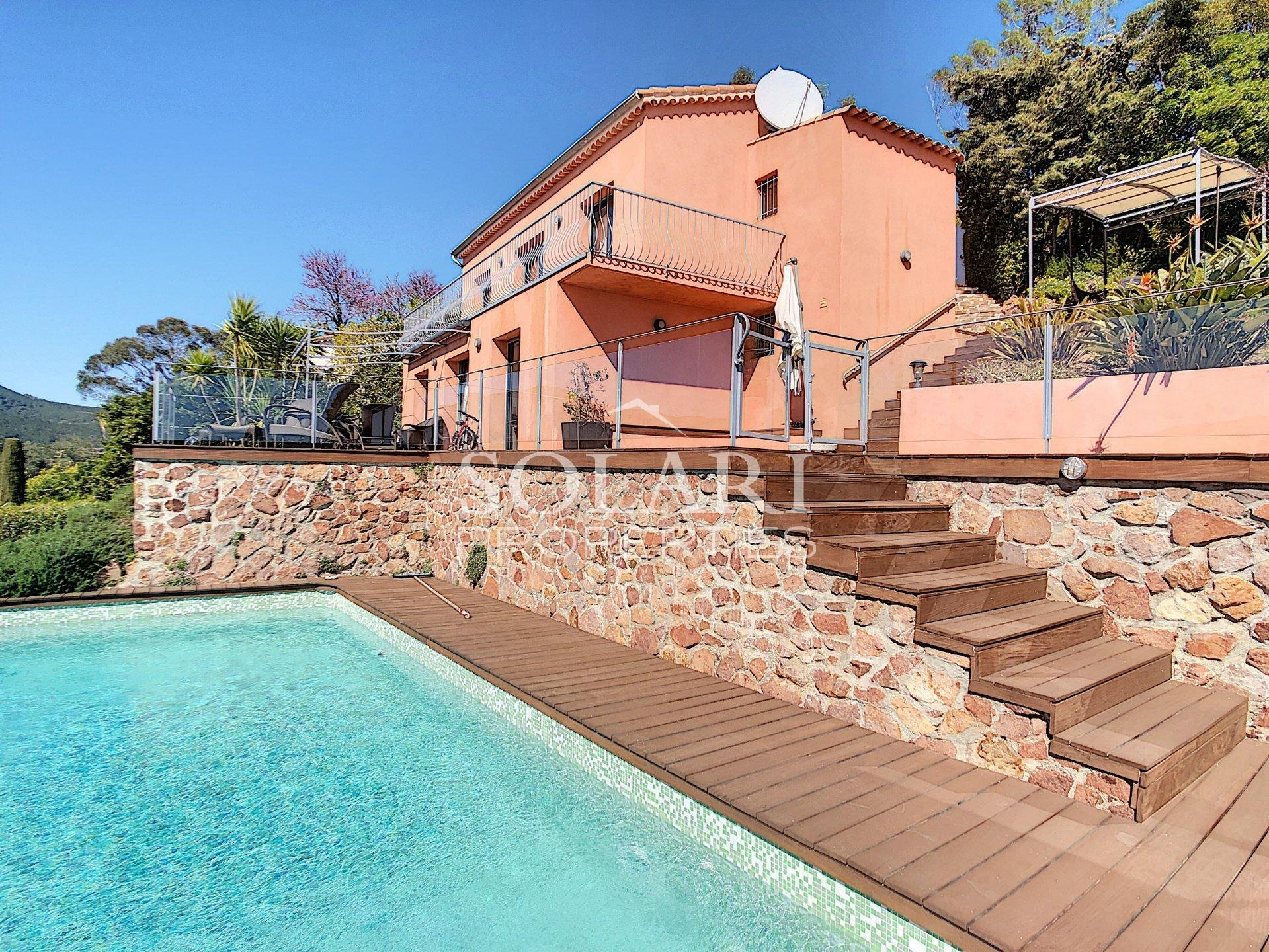 Superb modern villa with sea view in Theoule