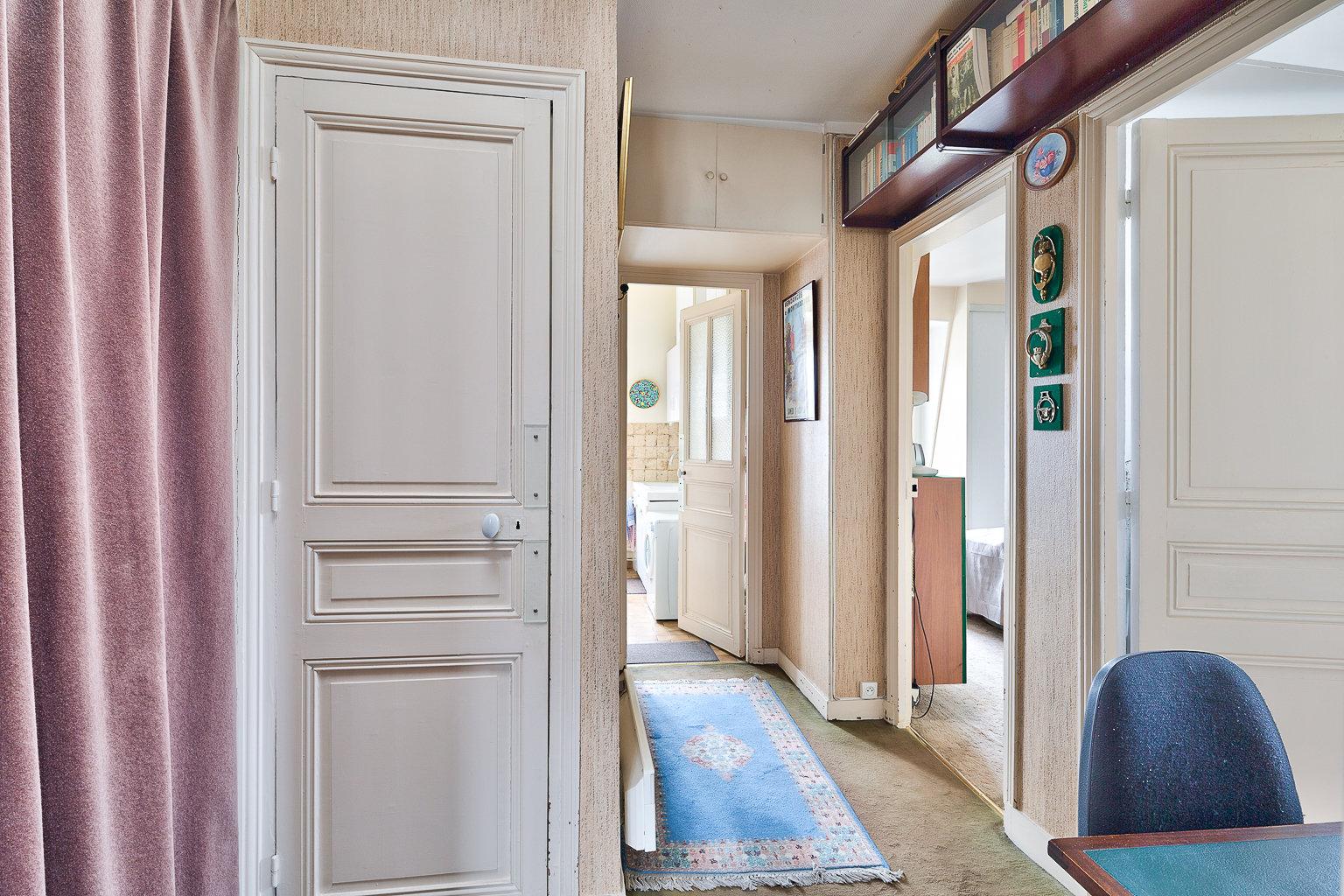 Paris - XVIII ème - MONTMARTRE  - 3 PIÈCES (POSS 2 CHAMBRES) - TRAVERSANT - DERNIER ÉTAGE ASCENSEUR - SOLEIL - VUE CIEL ET TOITS - EXCELLENT AGENCEMENT - ADRESSE TRÈS RECHERCHÉE