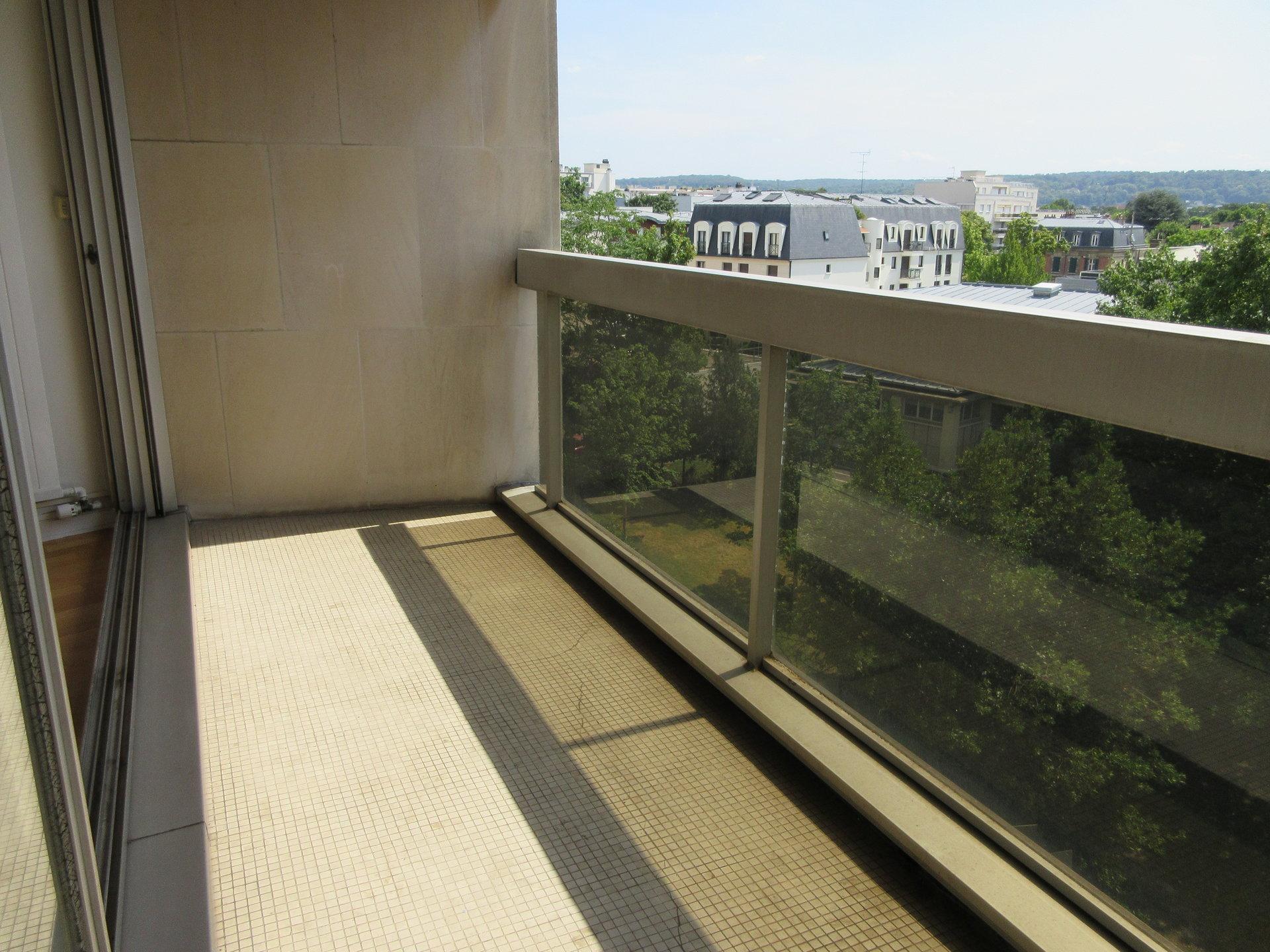 7 min RER, 2 pièces lumineux avec balcon sans vis-à-vis.