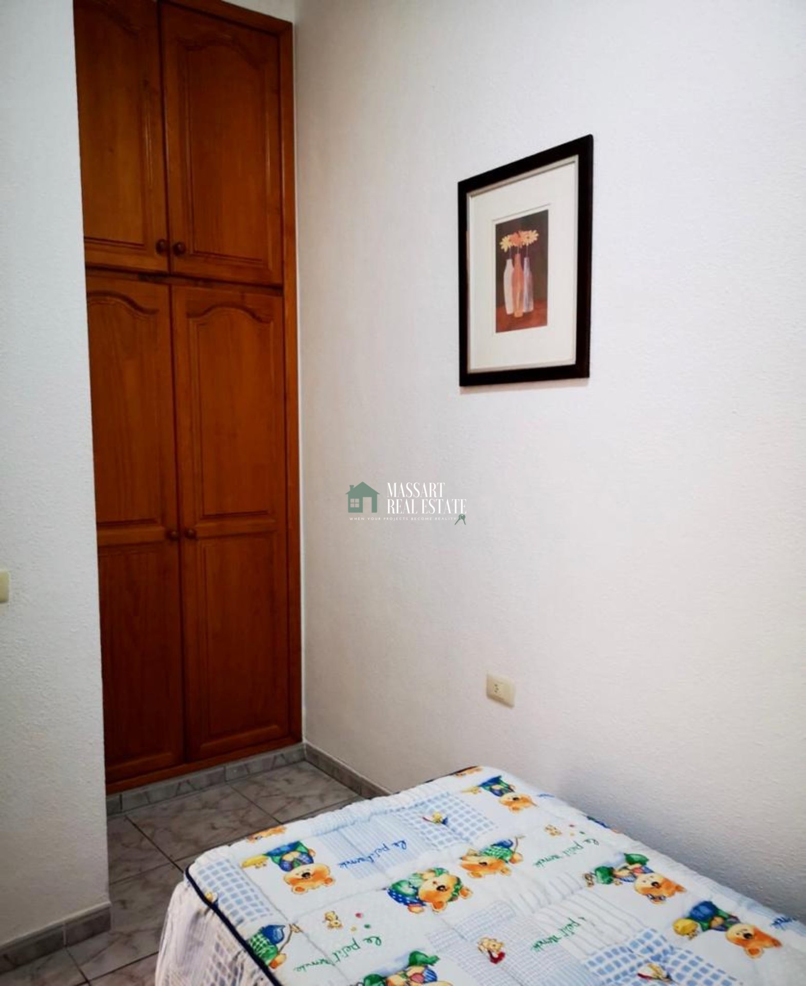 For rent in Los Menores, a fully furnished 70 m2 apartment located on the ground floor, in a central area of absolute tranquility.