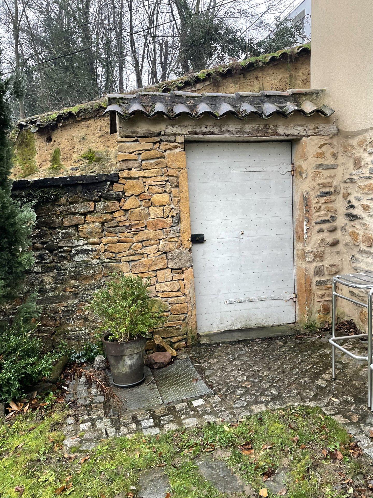 Collonges-au mont d'or limite Saint Cyr, très belle demeure avec piscine