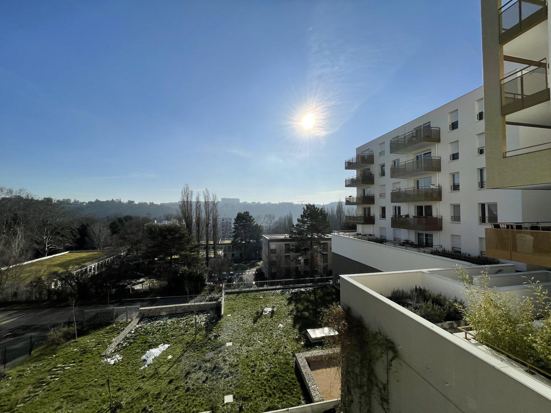 Saint Rambert F2 Terrasse  + Garage