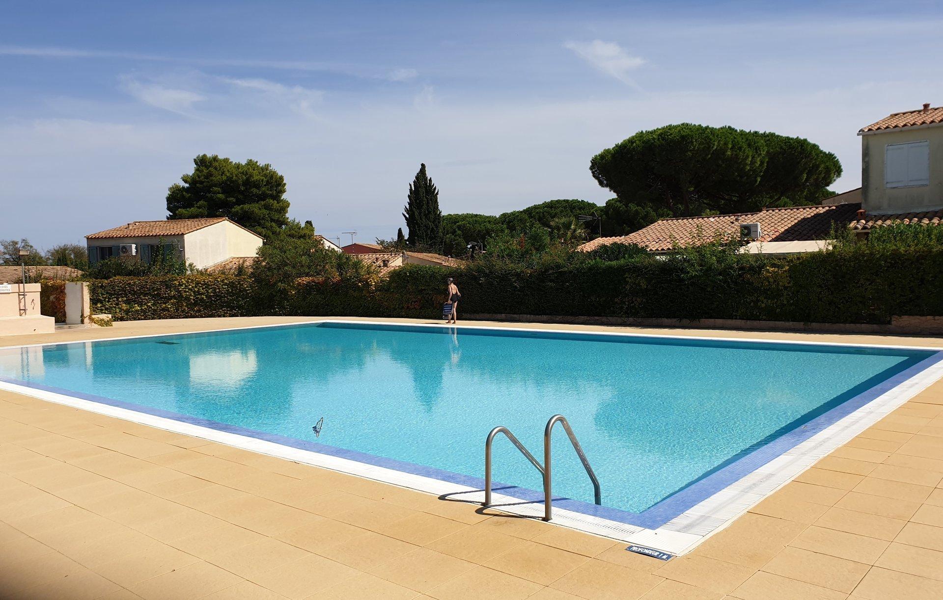Maison T2 avec cabine, jardin, parking et piscine