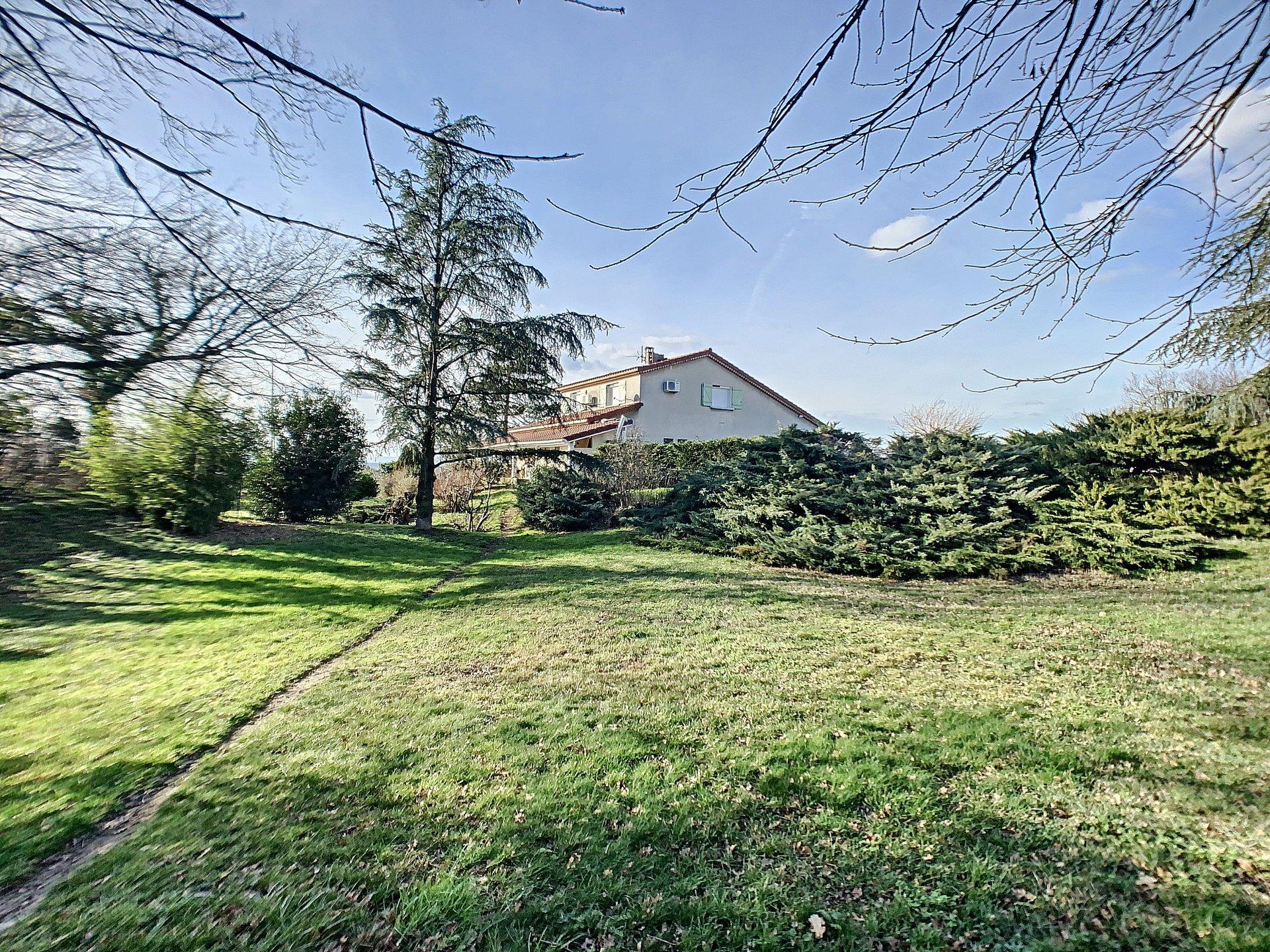Maison individuelle terrain 5880m² côté campagne