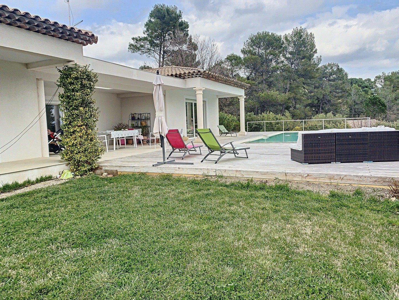 Spacious contemporary villa in a dominant position.