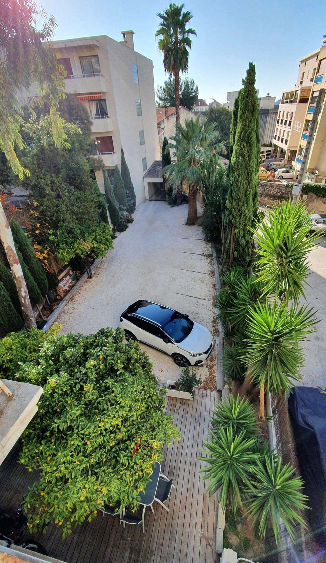 Hyères Immeuble 355 m² avec parking privé