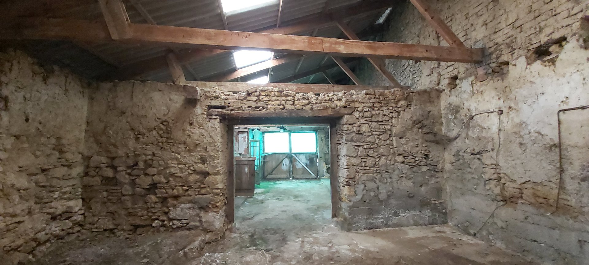 Proche d'Aurignac, maison de village avec grange