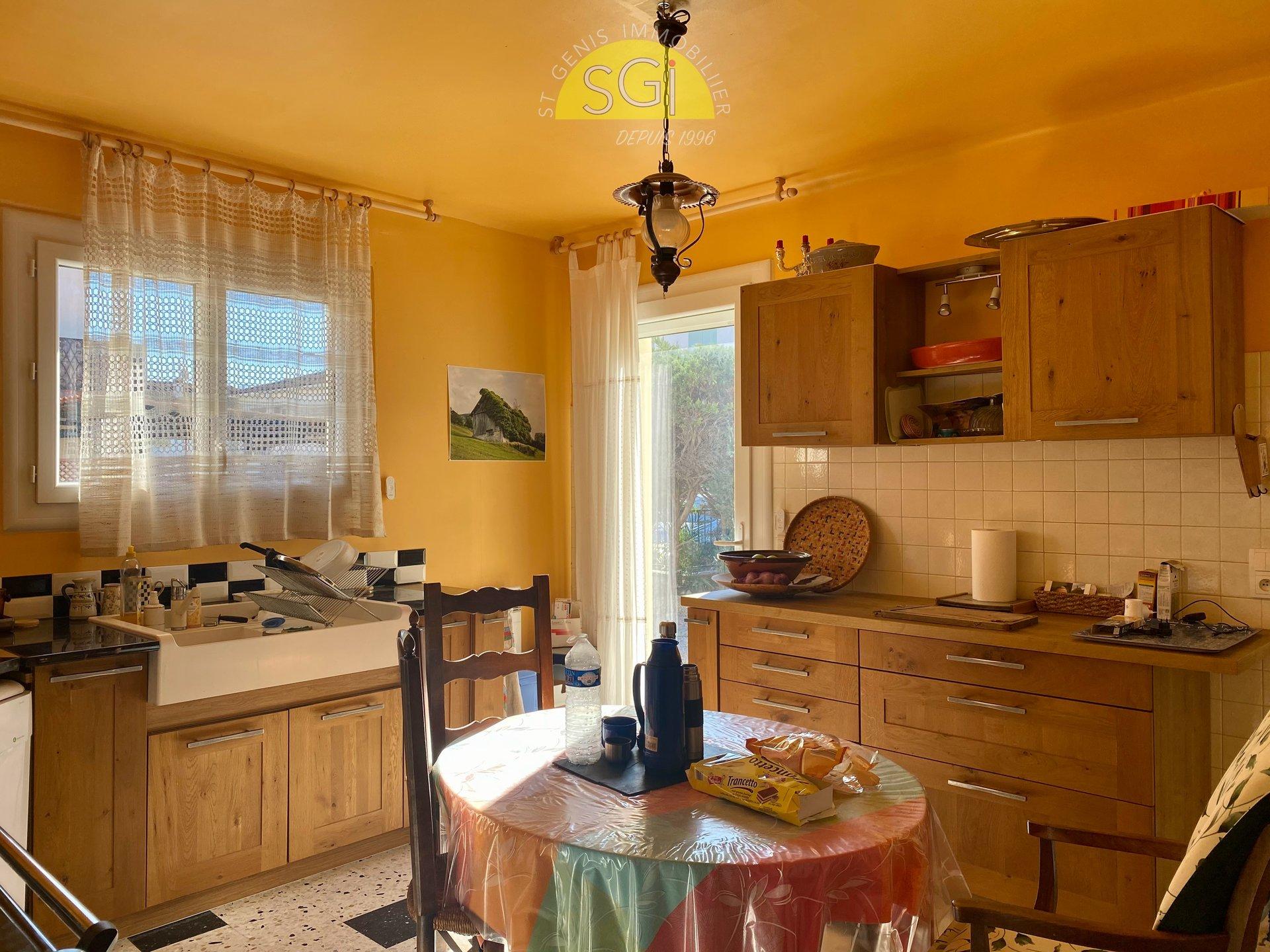 Villa 3 faces sur 881 m2 de terrain
