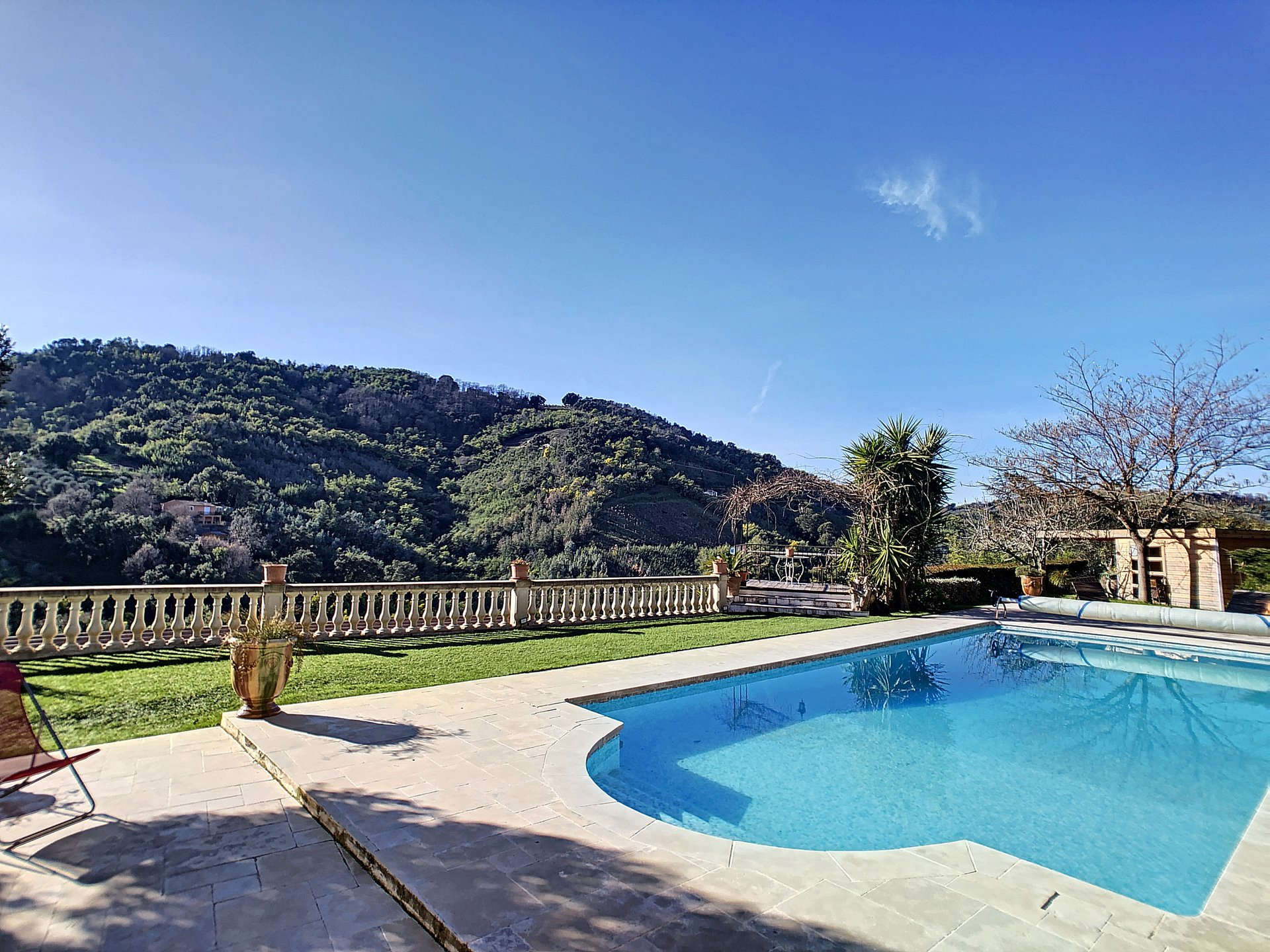 Tanneron, Villa 5 Bedrooms in a quiet environment on a dominant position