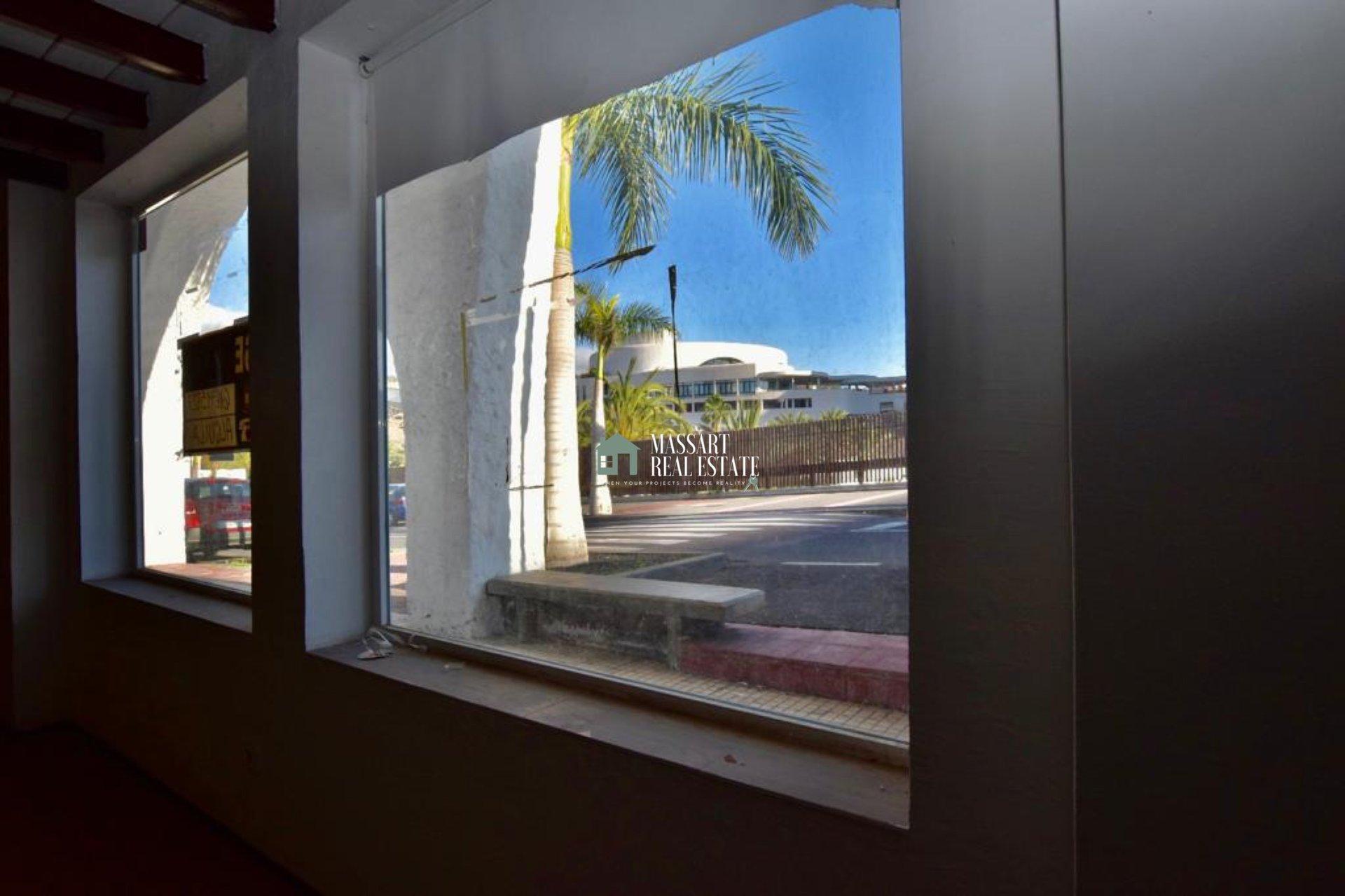Business premises with great potential located in the popular area of Playa Paraíso.