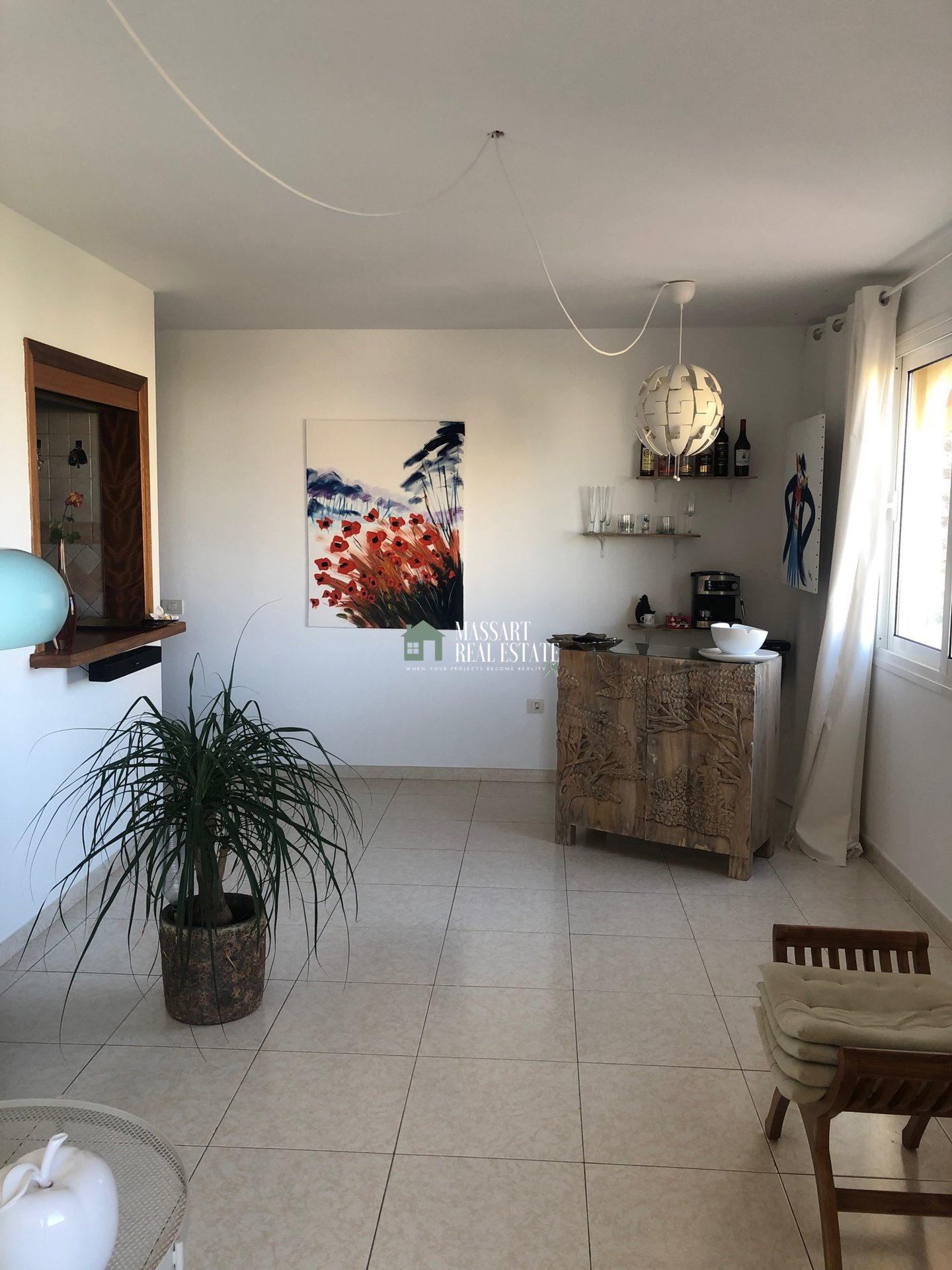 Te koop in een centrale wijk van Los Cristianos, in het wooncomplex Parque Tropical II, een volledig gemeubileerd appartement van 55 m2.
