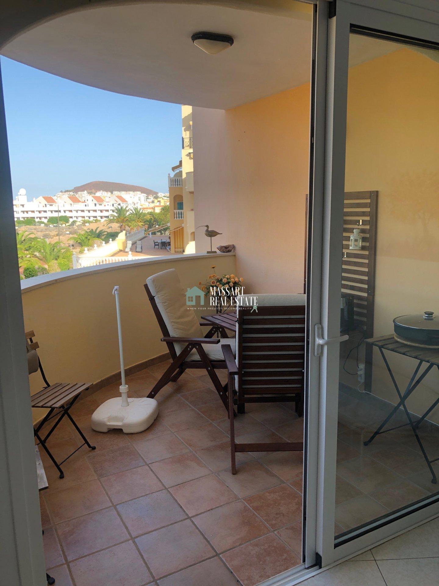 In vendita in una zona centrale di Los Cristianos, nel complesso residenziale Parque Tropical II, appartamento di 55 m2 completamente arredato.