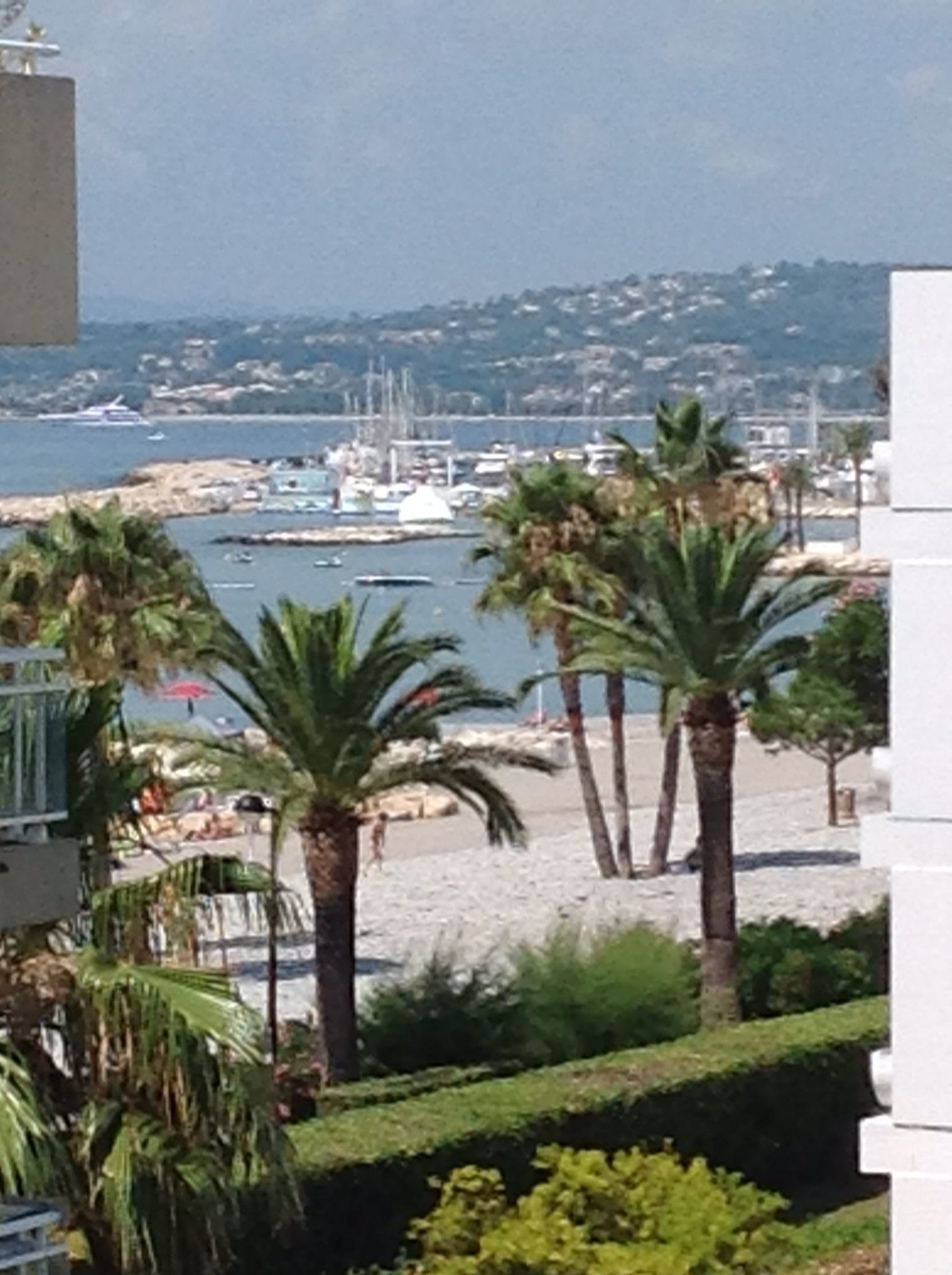 GRAND STUDIO BORD DE MER TERRASSE PARKING