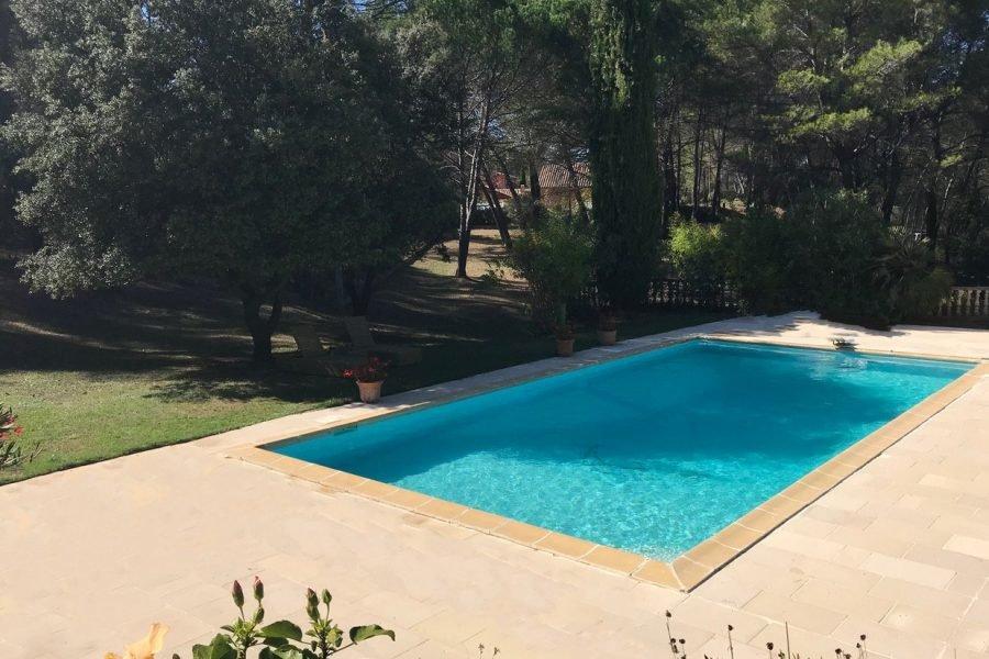 FUVEAU Dans parc belle maison avec piscine