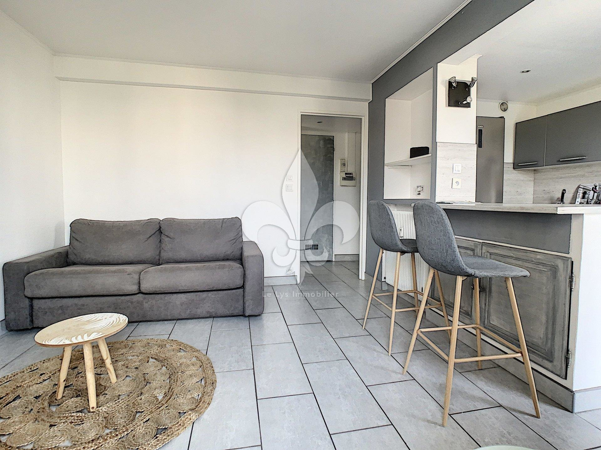 Le Cannet : Studio on a high floor with balcony and parking