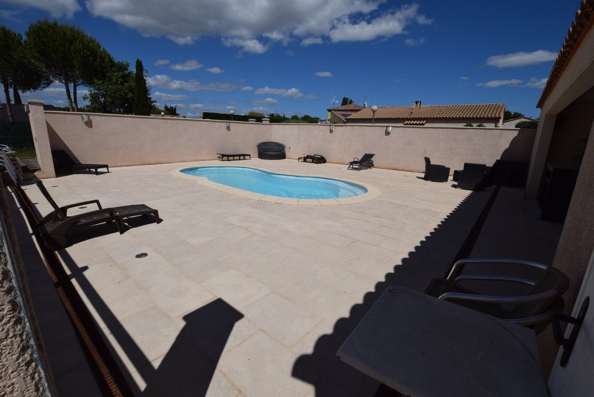 Maison avec dépendance, piscine et jardin