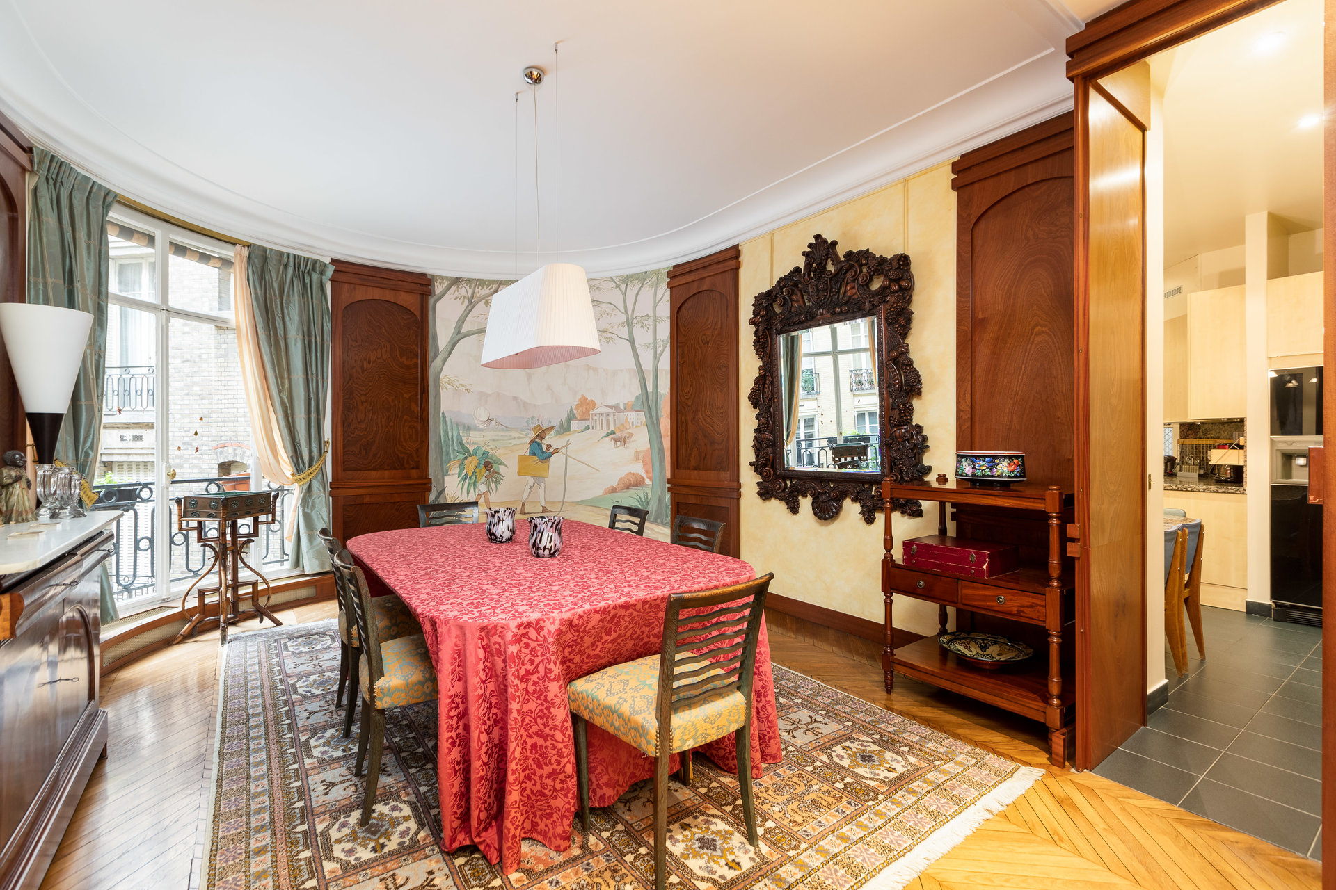Magnificent apartment of 2012 square feet, in the heart of the 16th district: Passy