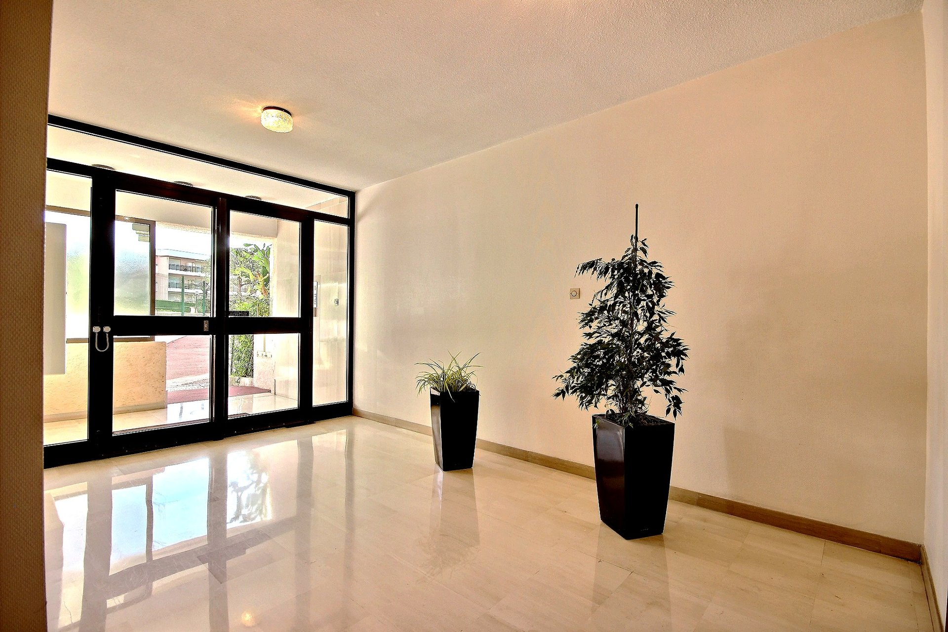 Property for sale in Juan les Pins with swimming pool