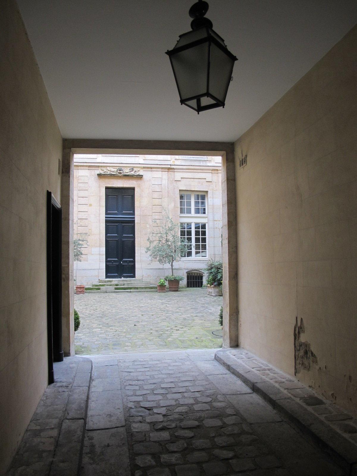 PARIS 4ème - PLACE DES VOSGES (Près)