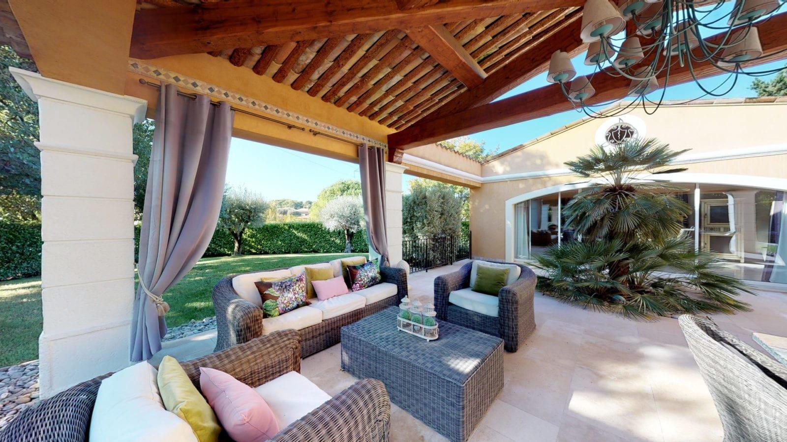 Vente et Achat Villa à Mouans-Sartoux limite Mougins