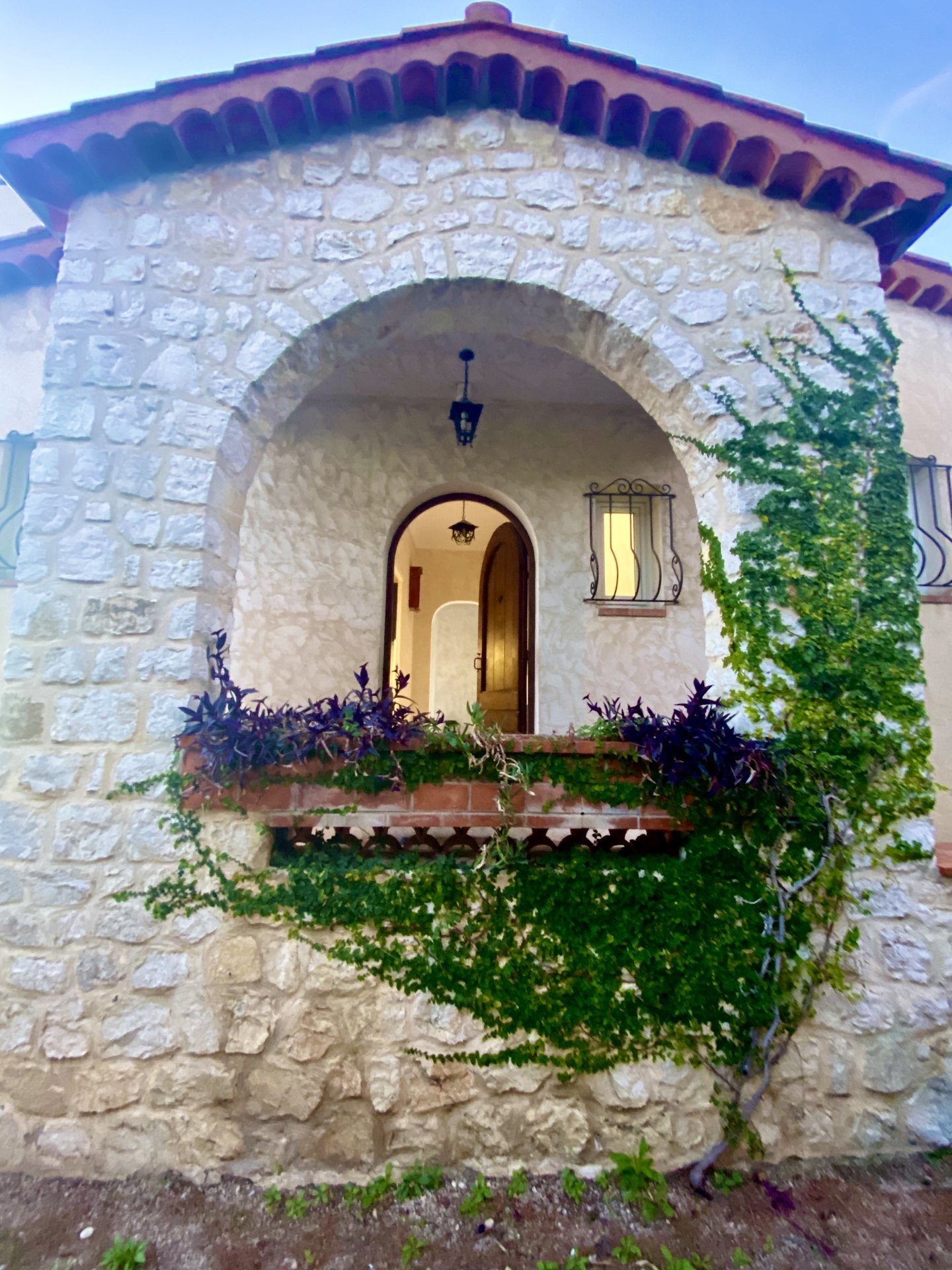 Detached villa, Saint paul de vence, dominant, bright, big potential