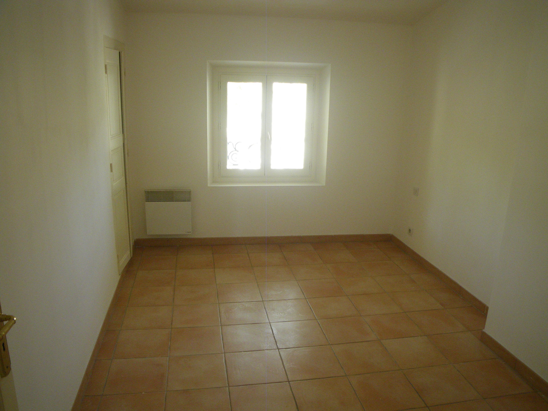 LORGUES, joli appartement de 70 m² traversant avec 2 chambres