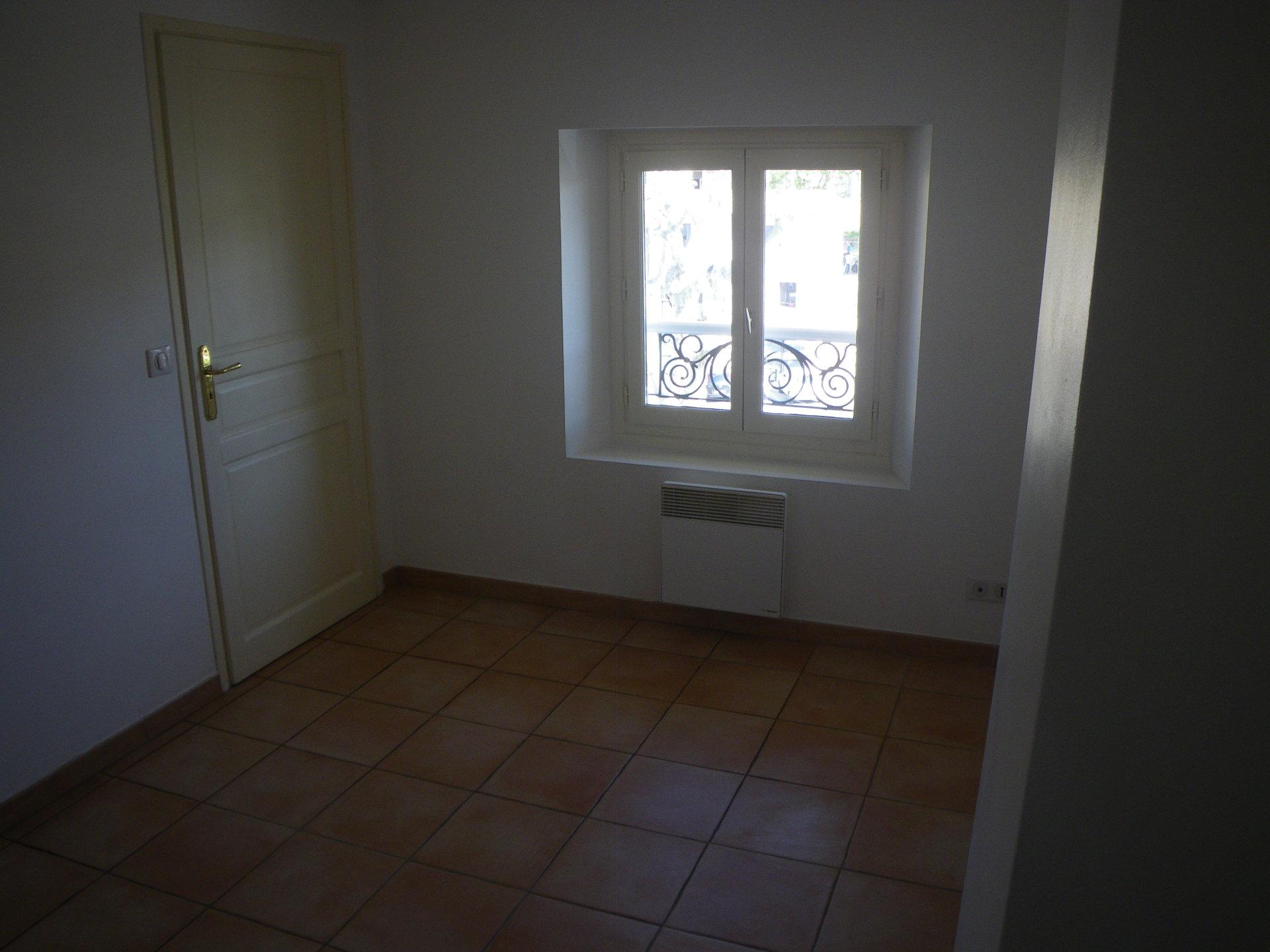 LORGUES, joli appartement avec une chambre et salle d'eau