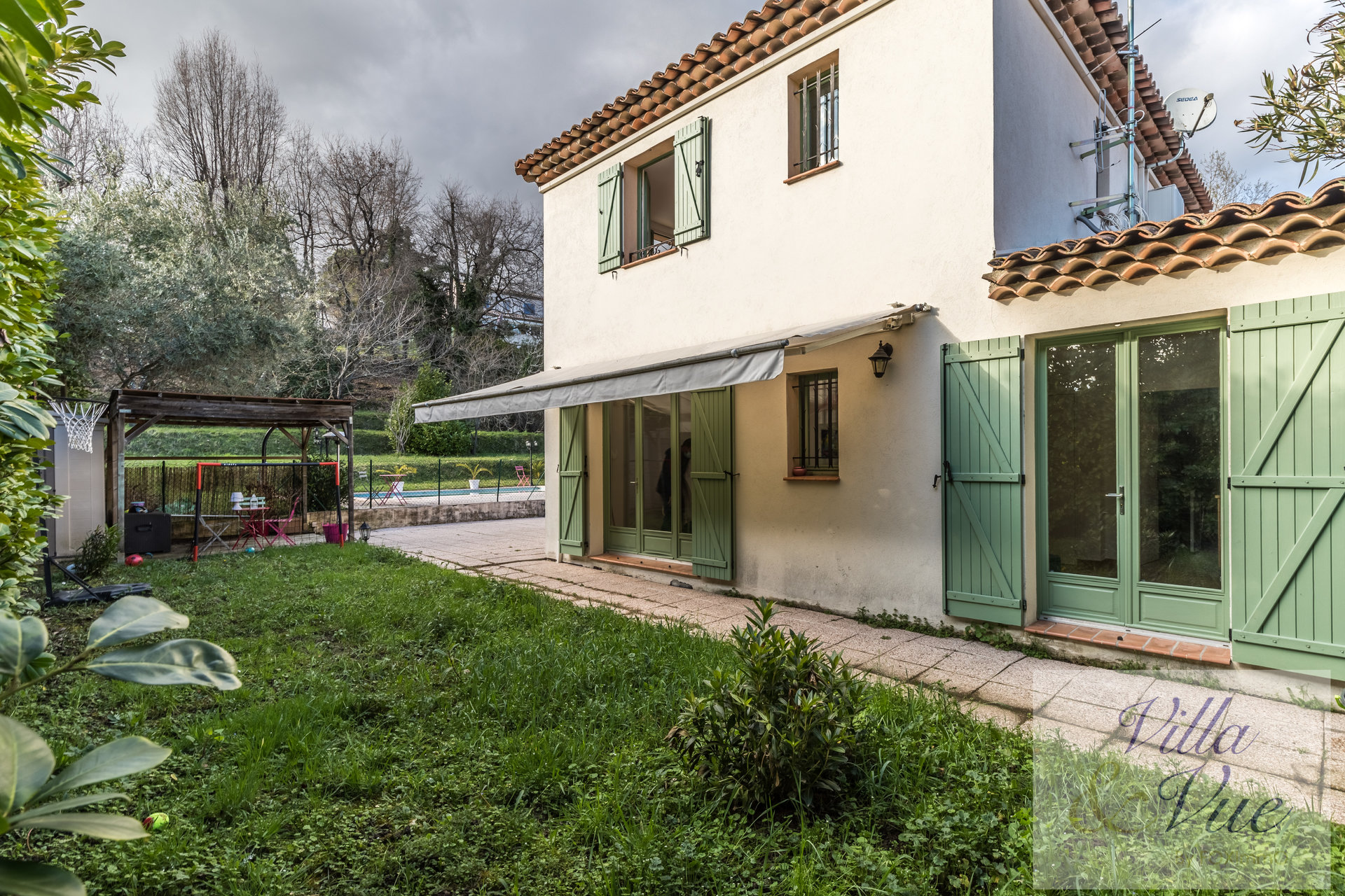 Pretty residential area of St Pau, 3 bedrooms villa, swimming pool, garden
