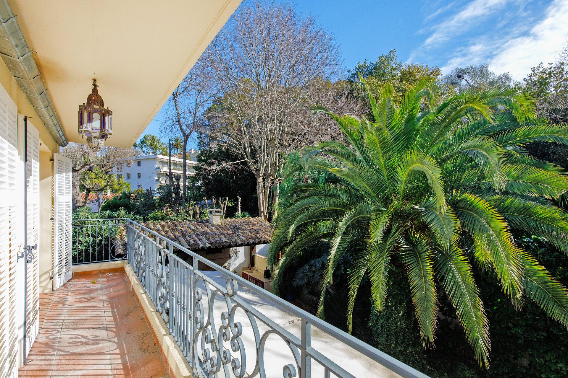 Cannes Montfleury Villa vue dégagée à pied du Centre-ville