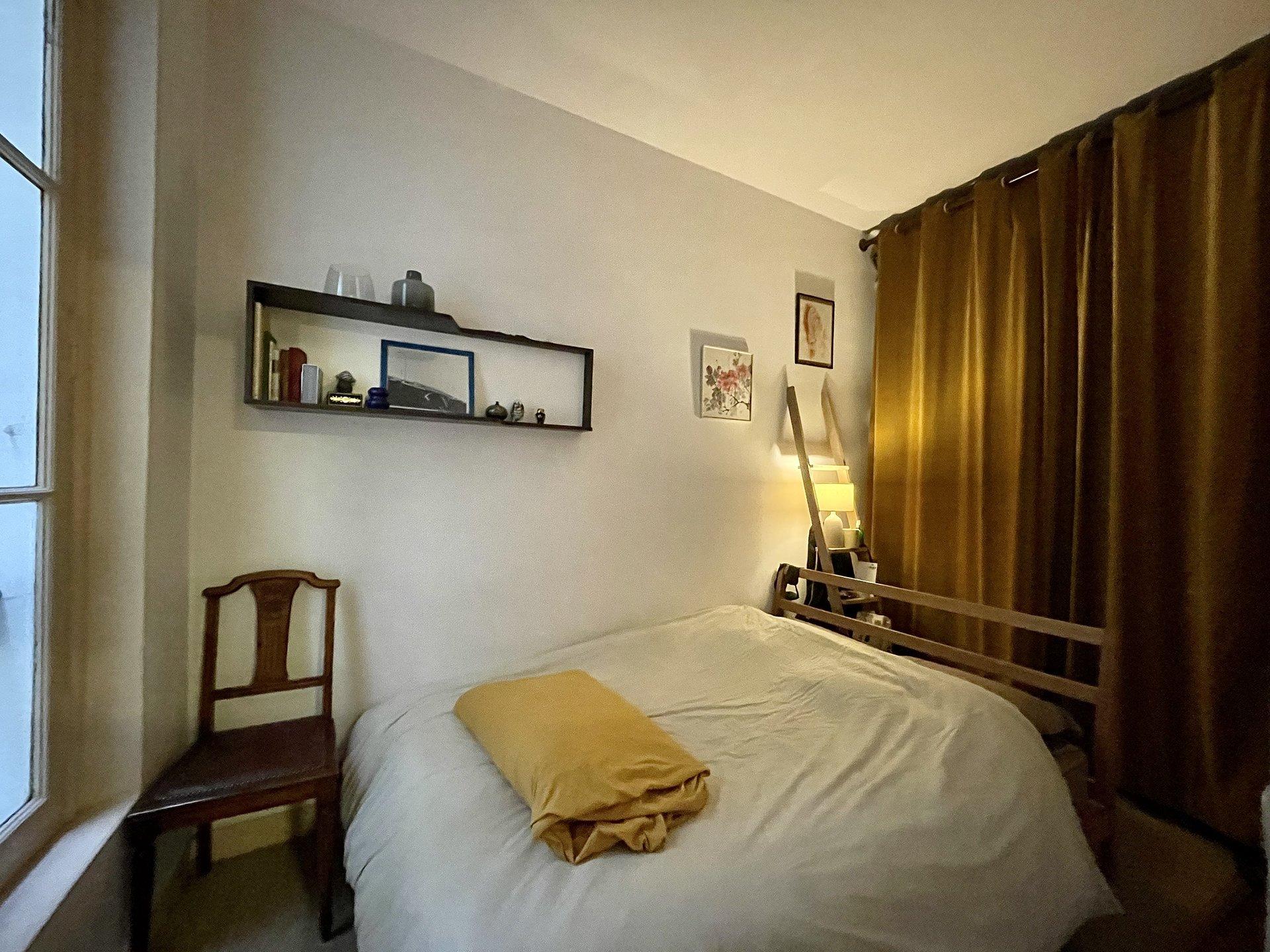 Appartement plein de charme avec belle hauteur sous plafond