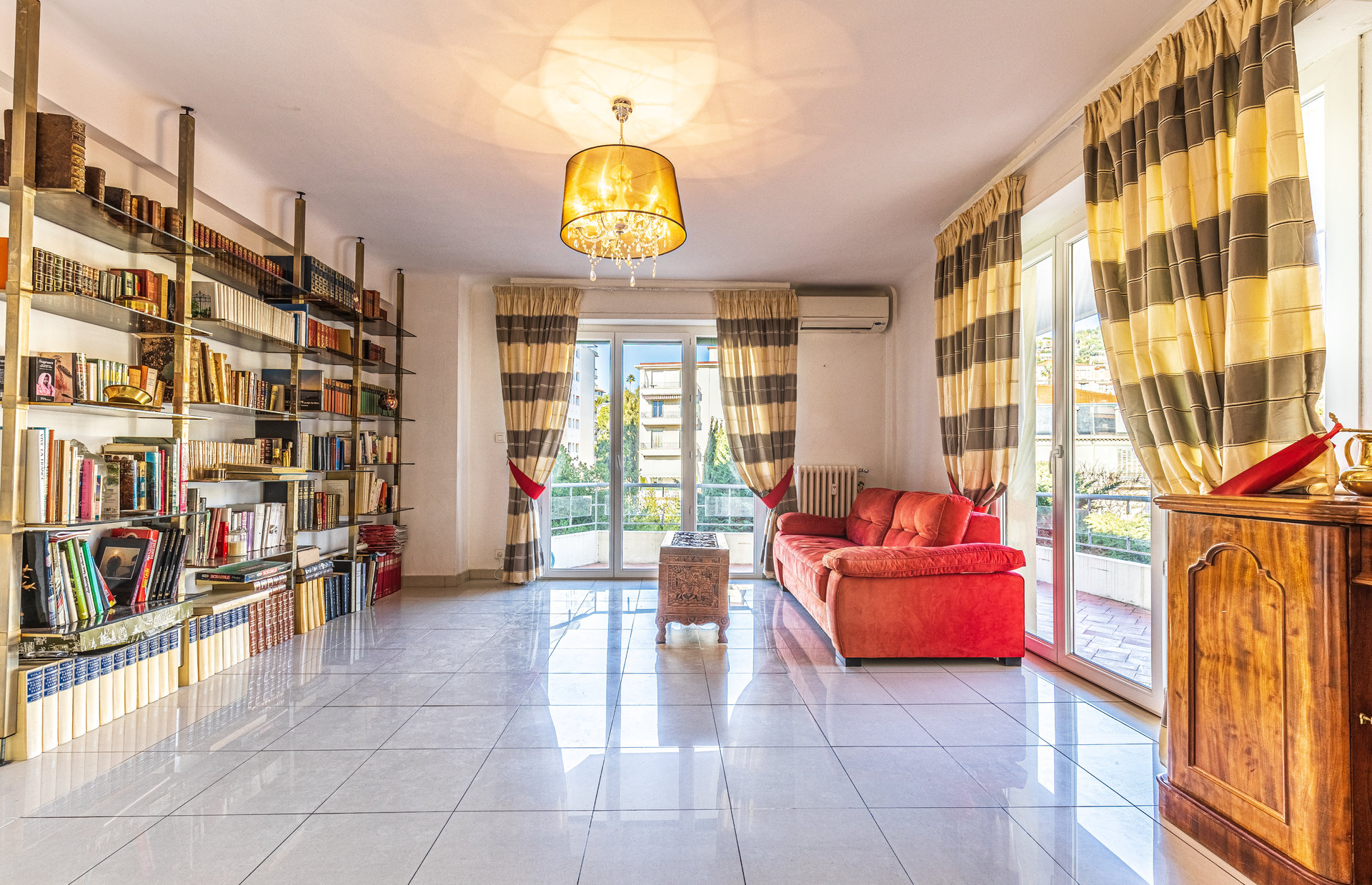 Two-bed apartment, large terrace, caretaker, parking, Basse Californie area in Cannes