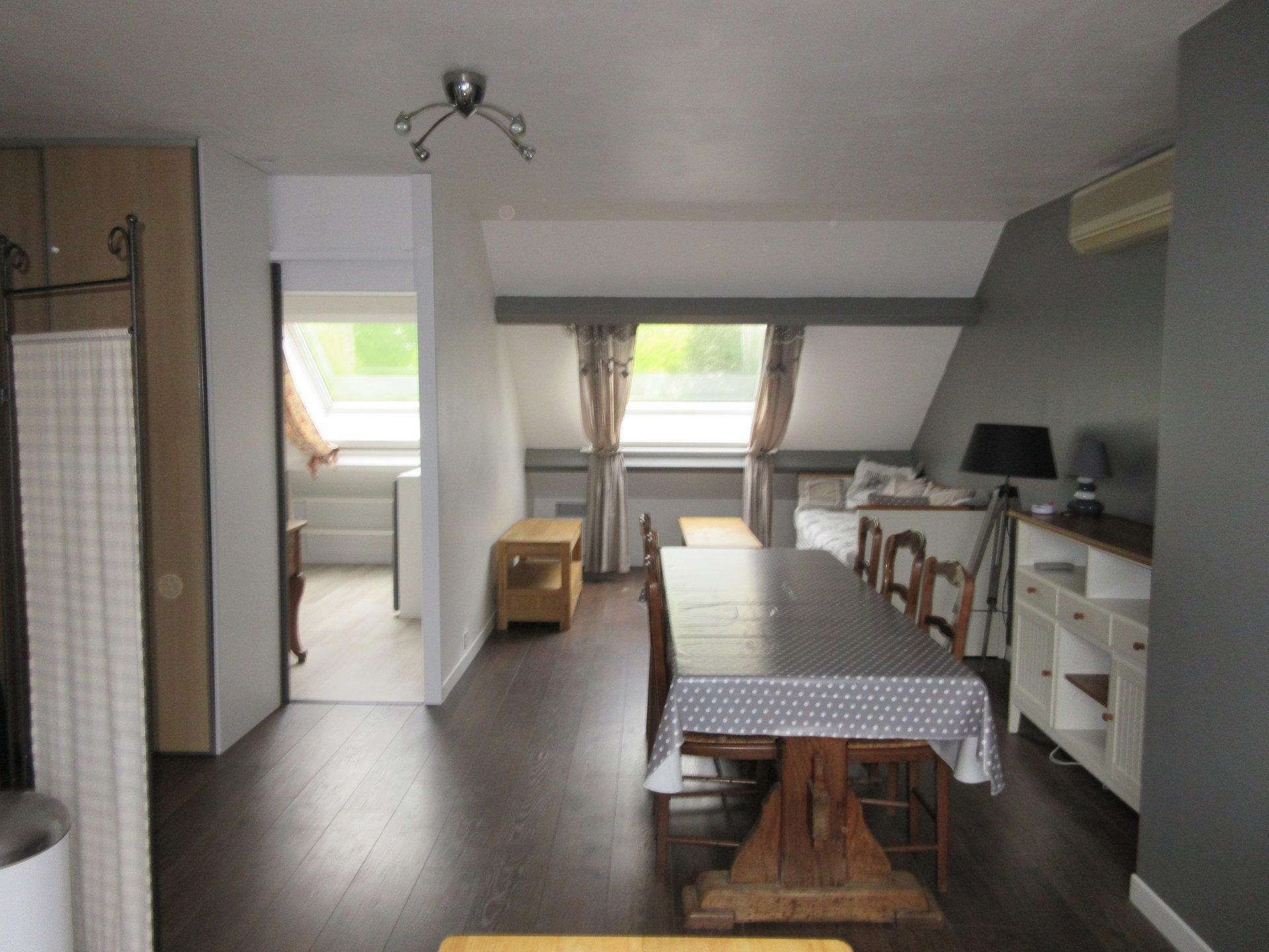 3 pièces meublé en dernier étage sur le bas de Chatou.