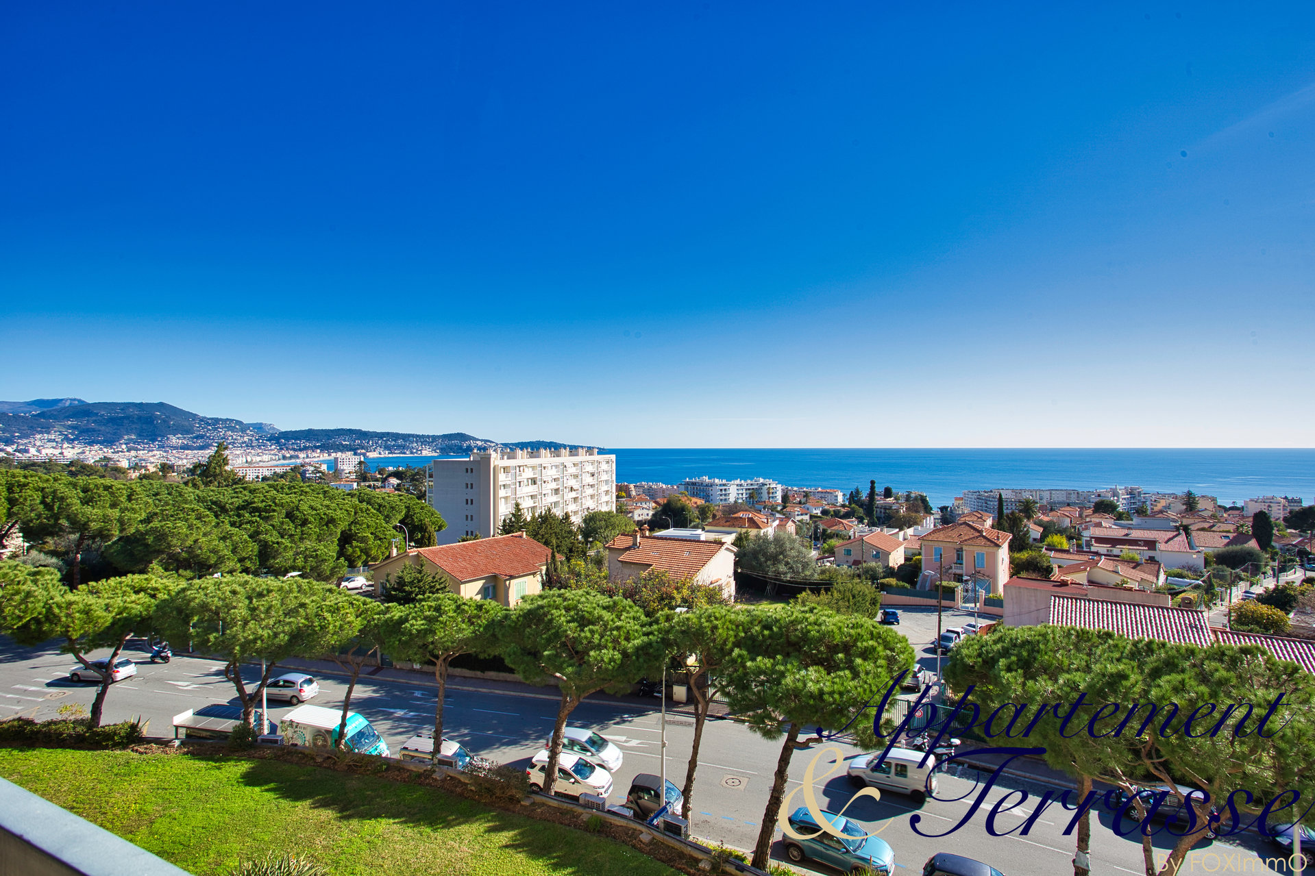Appartement 3 pièces traversant  avec terrasse vue mer