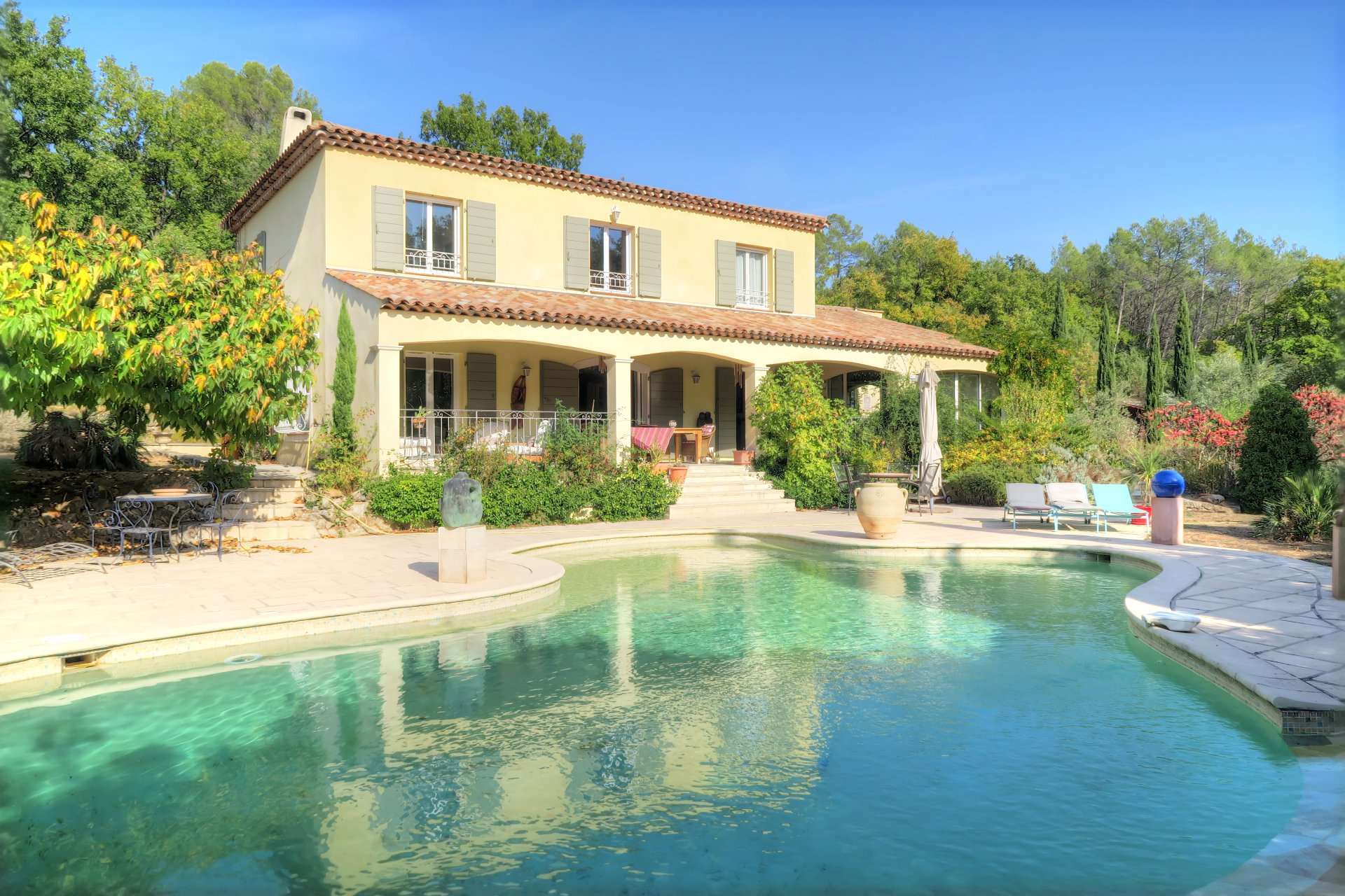 Large recent quality Bastide with lovely pool