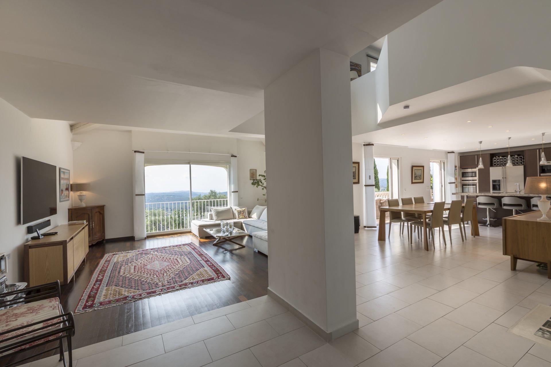 Villa récente avec vue panoramique