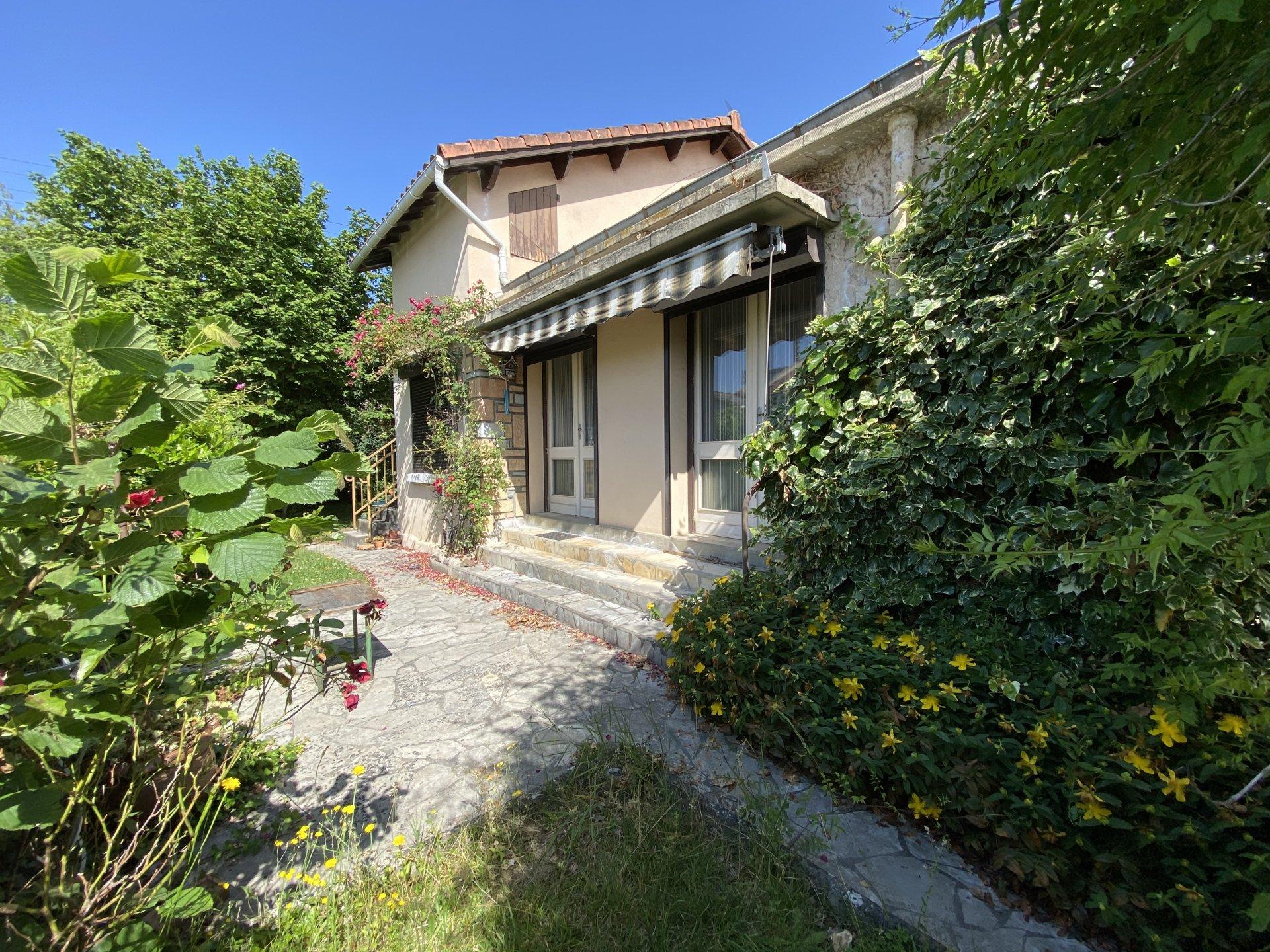 Centre Saint Gaudens,, pretty detached T5 villa with garden