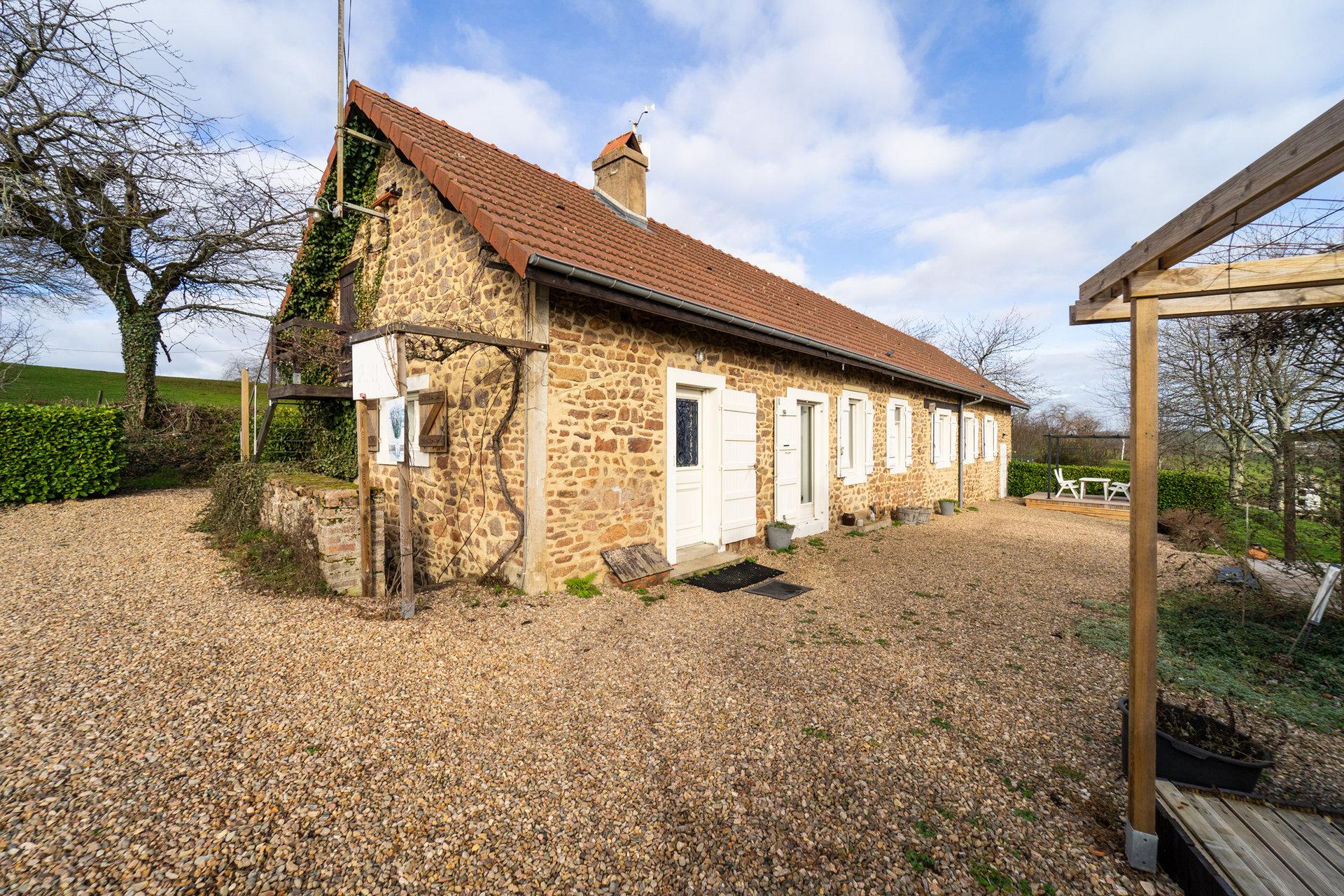 Charmante maison en pierres naturelles à vendre en Bourgogne