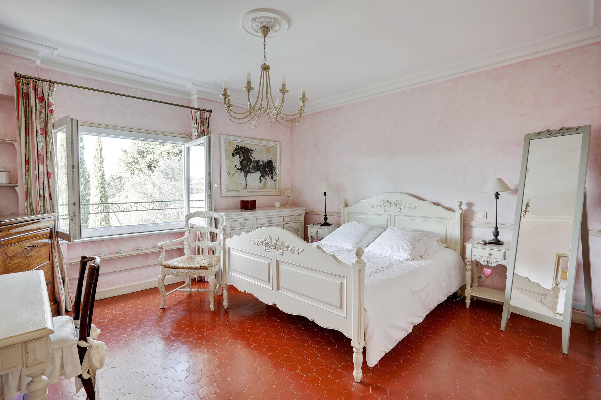 10 minutter fra Nice - Nydelig eiendom på 3 mål i fredelige men sentrale omgivelser