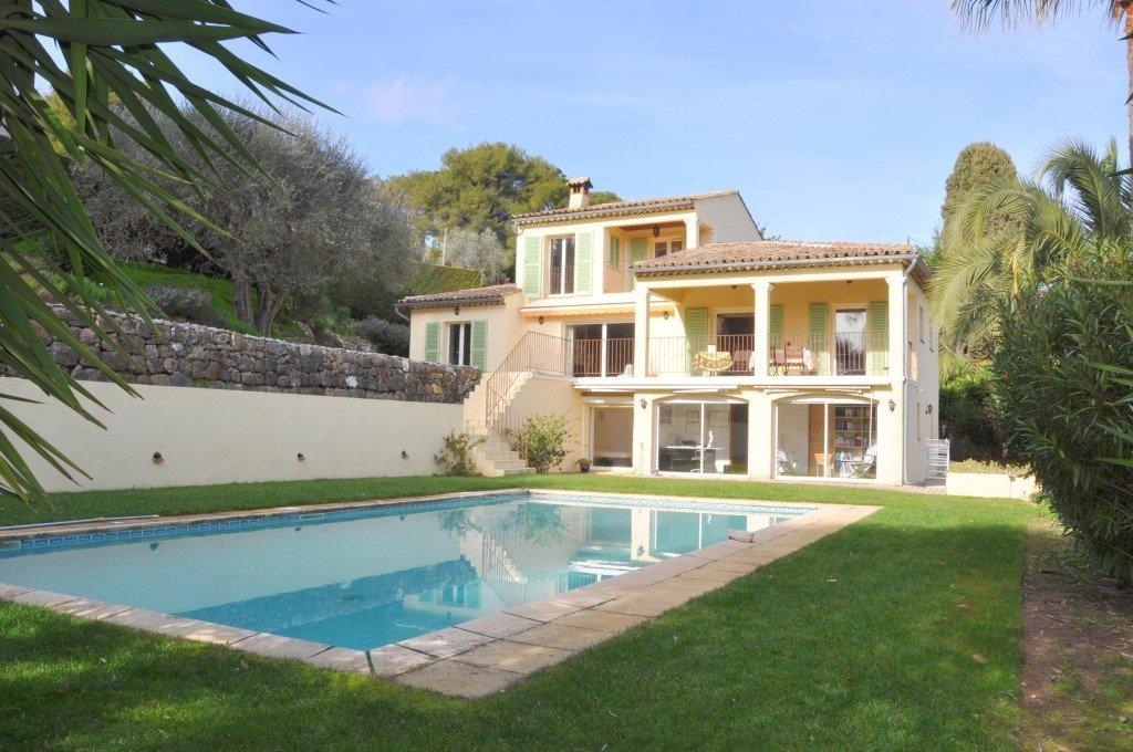 Jolie villa avec vue panoramique près du village de Mougins