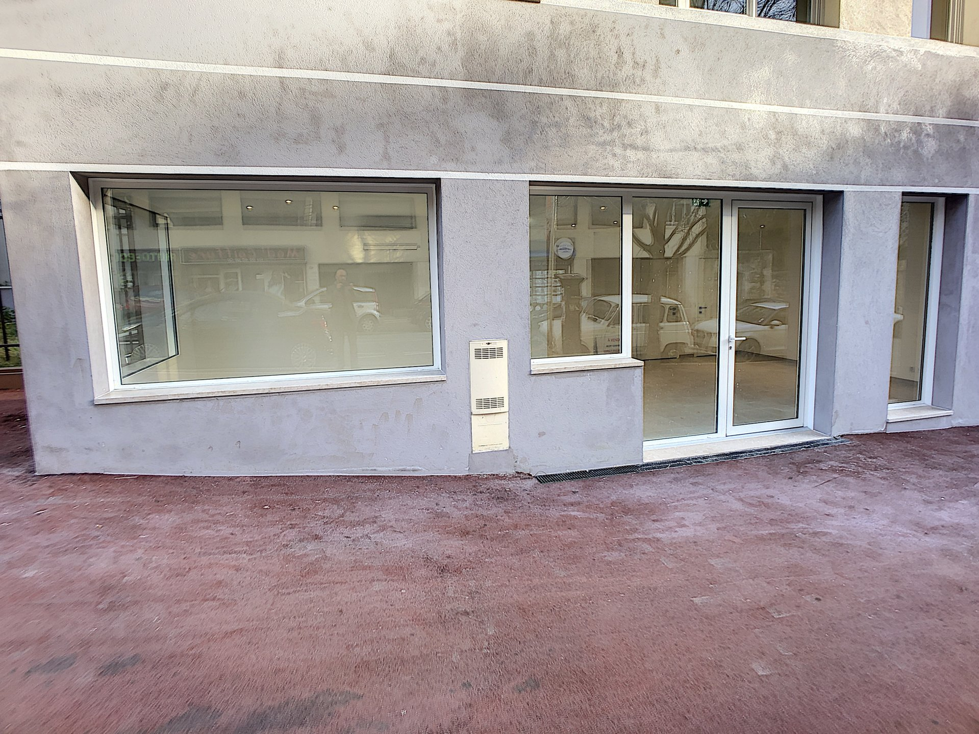 Commercial space on the main road Le Cannet Mairie