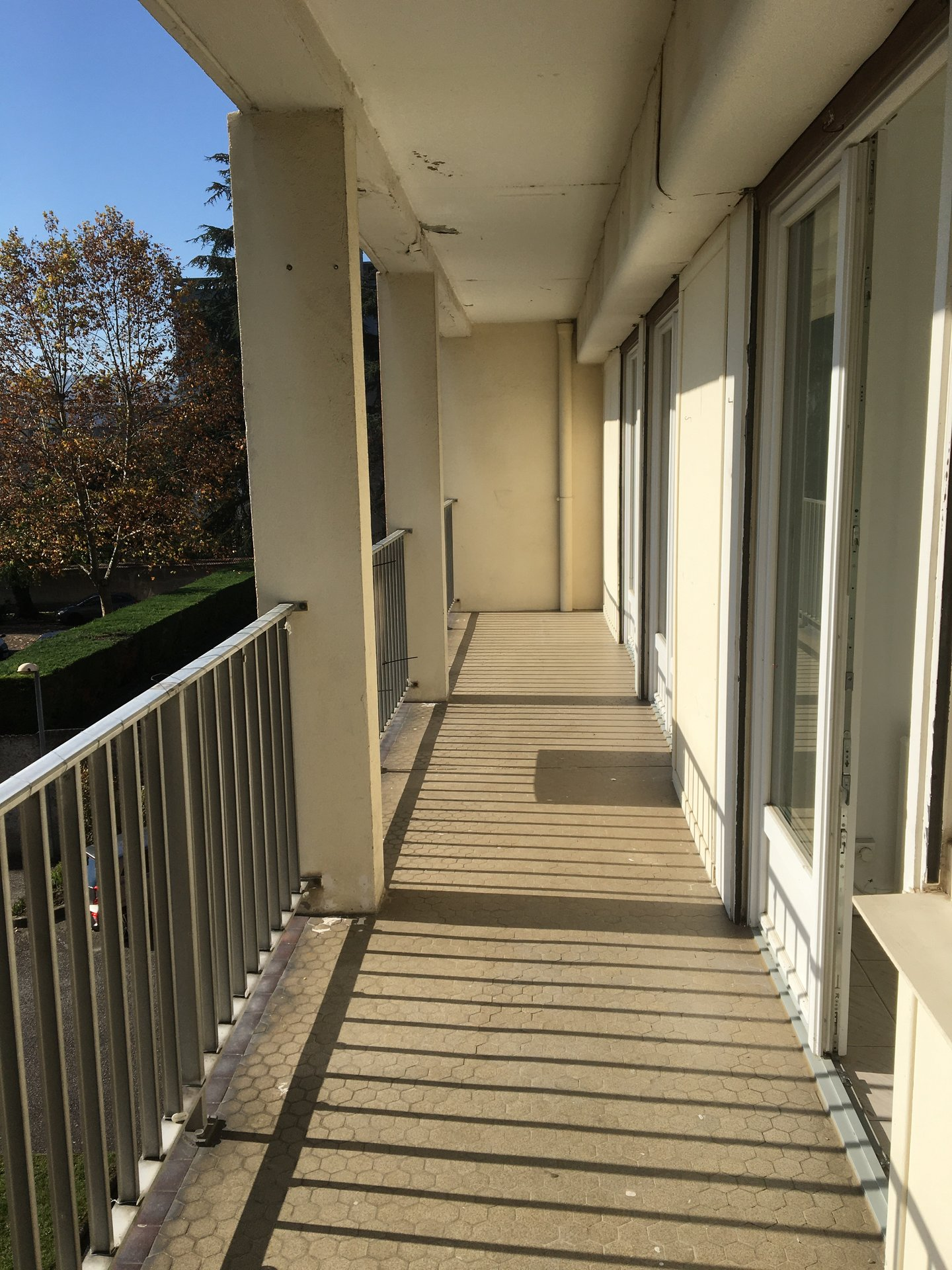 VIENNE Nord, Appartement T4 de 84 m² avec balcon, cave et parking.