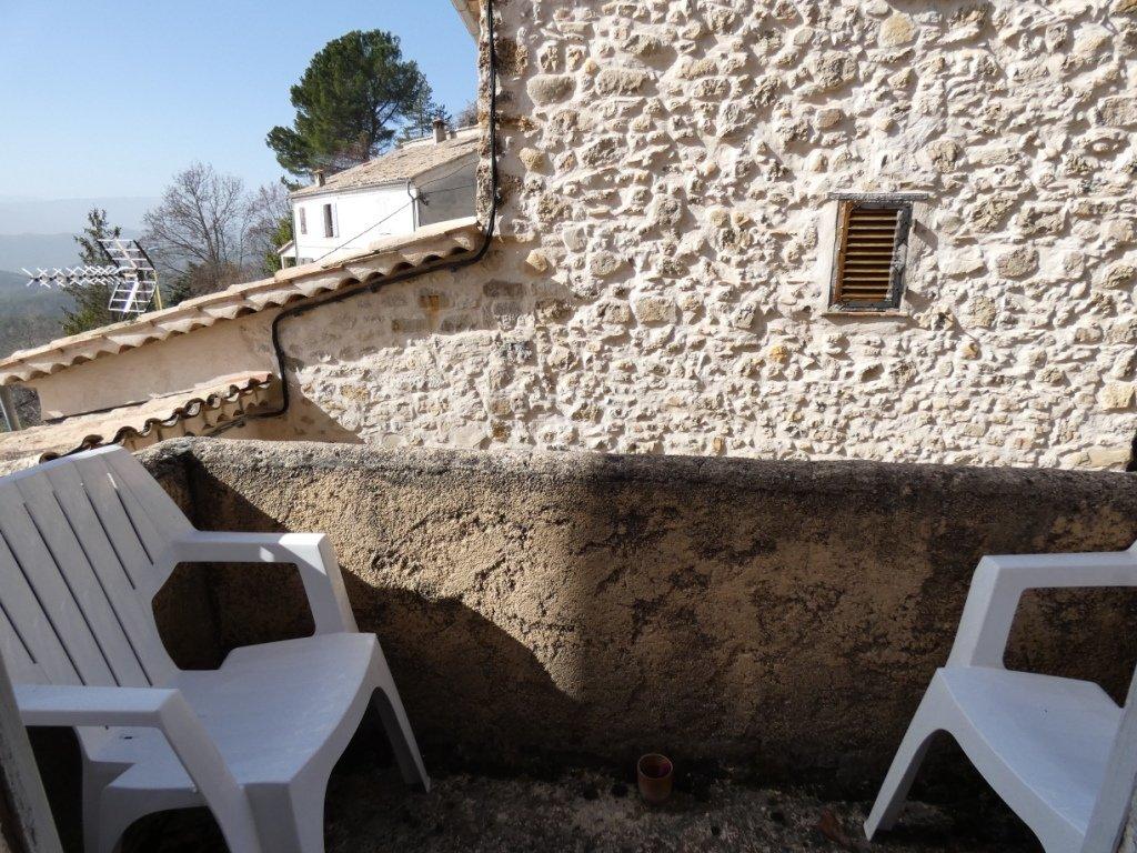 Maison de village avec terrasses en position dominante