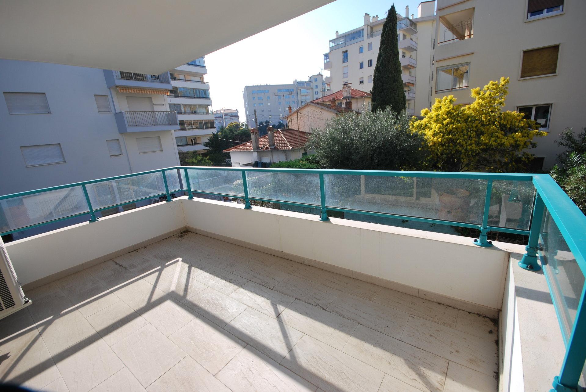 Cannes, Basse-Californie, 2 pièces récent, terrasse, parking;