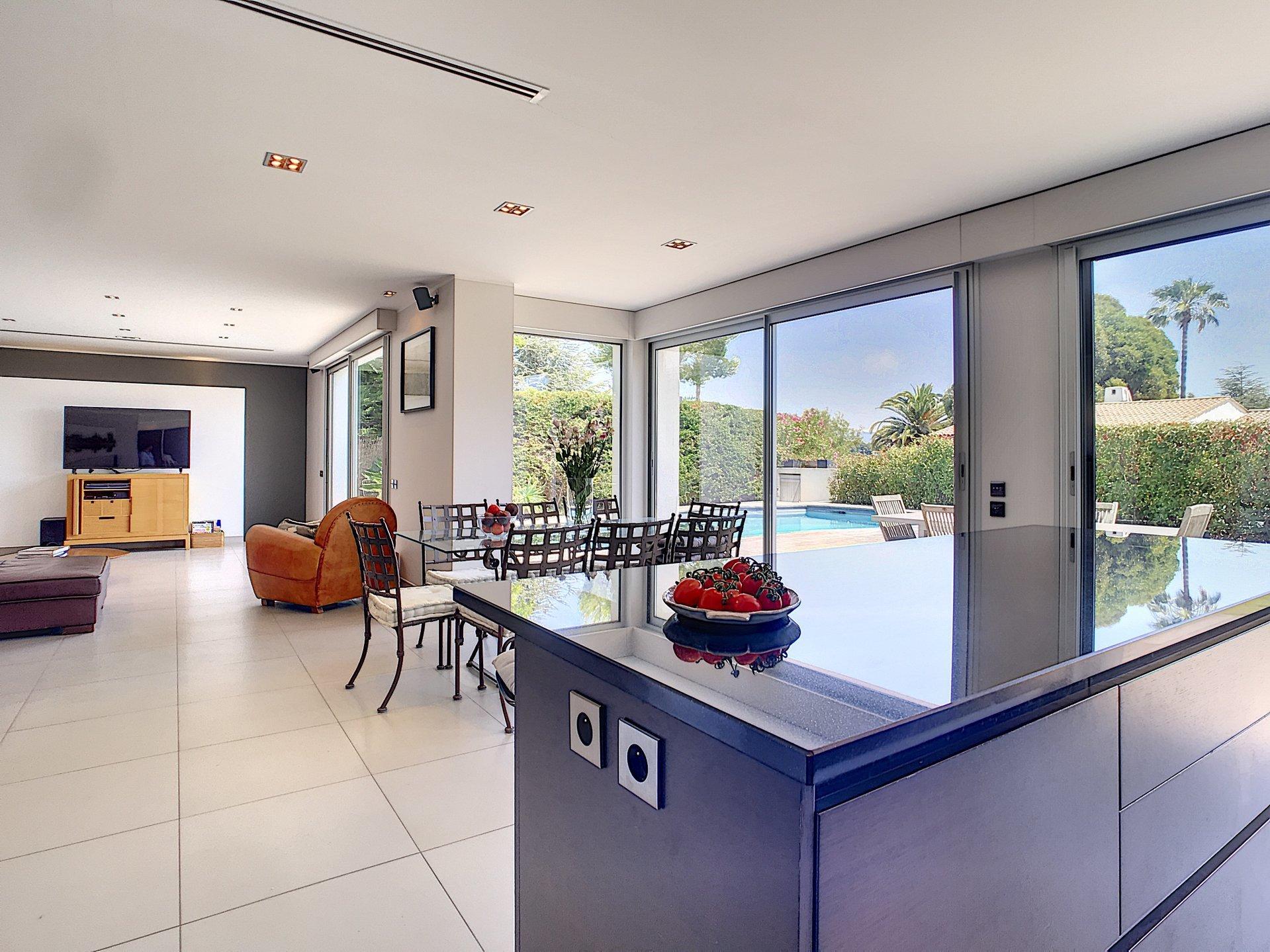 Villa rénovée de plain-pied 6P domaine sécurisé privé 1 195 000€