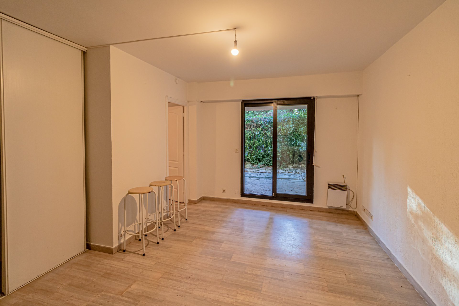 Juan les pins, 1 bedroom flat with garden, 2 parkings & 1 cellar