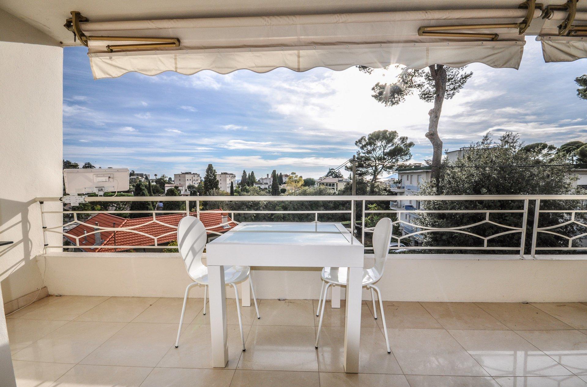 Spacieux 2 pièces terrasse et parking  - Cannes Montfleury