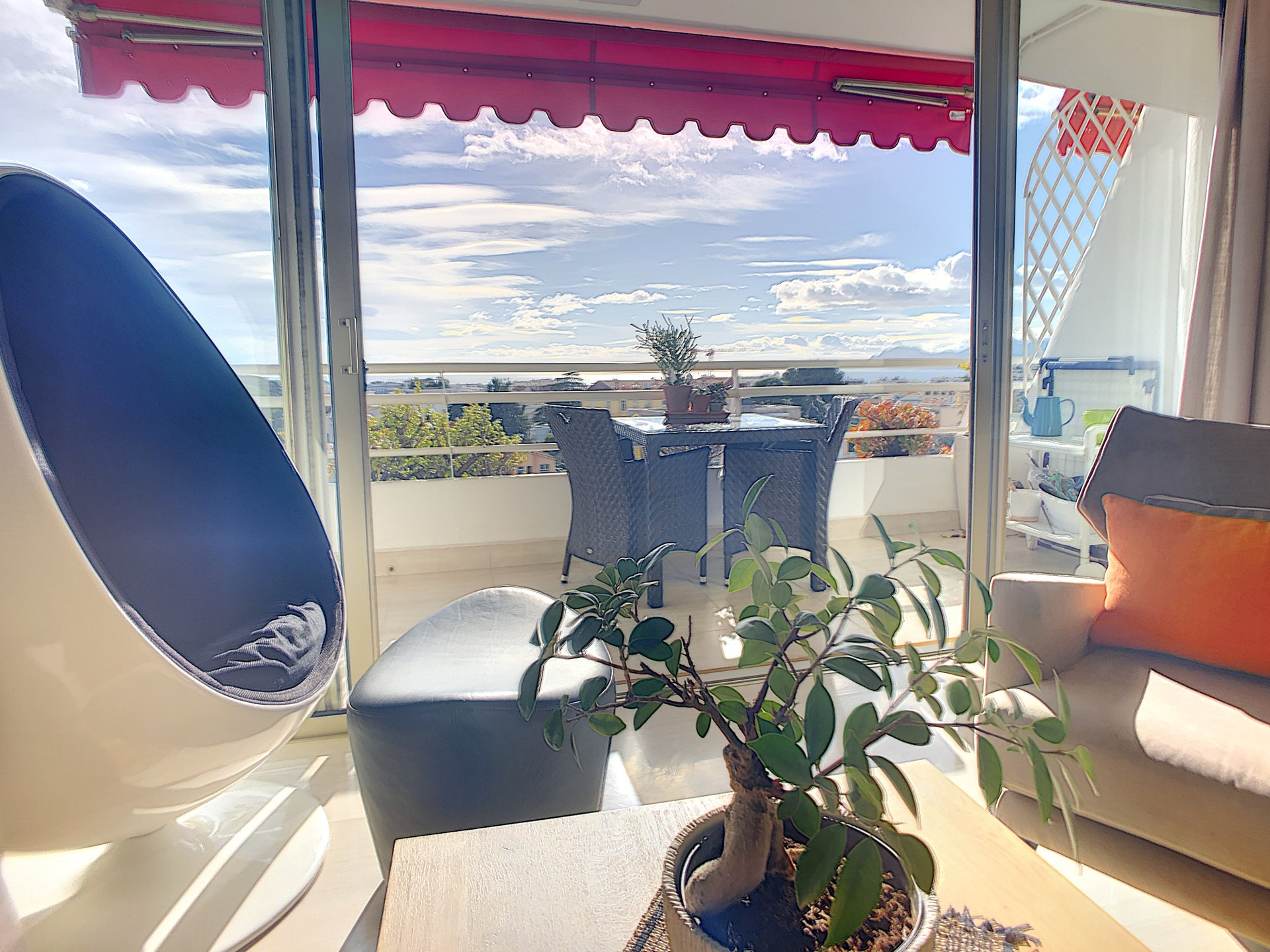 1 bedroom  apartment with sea view terrace walking distance from rue d'Antibes