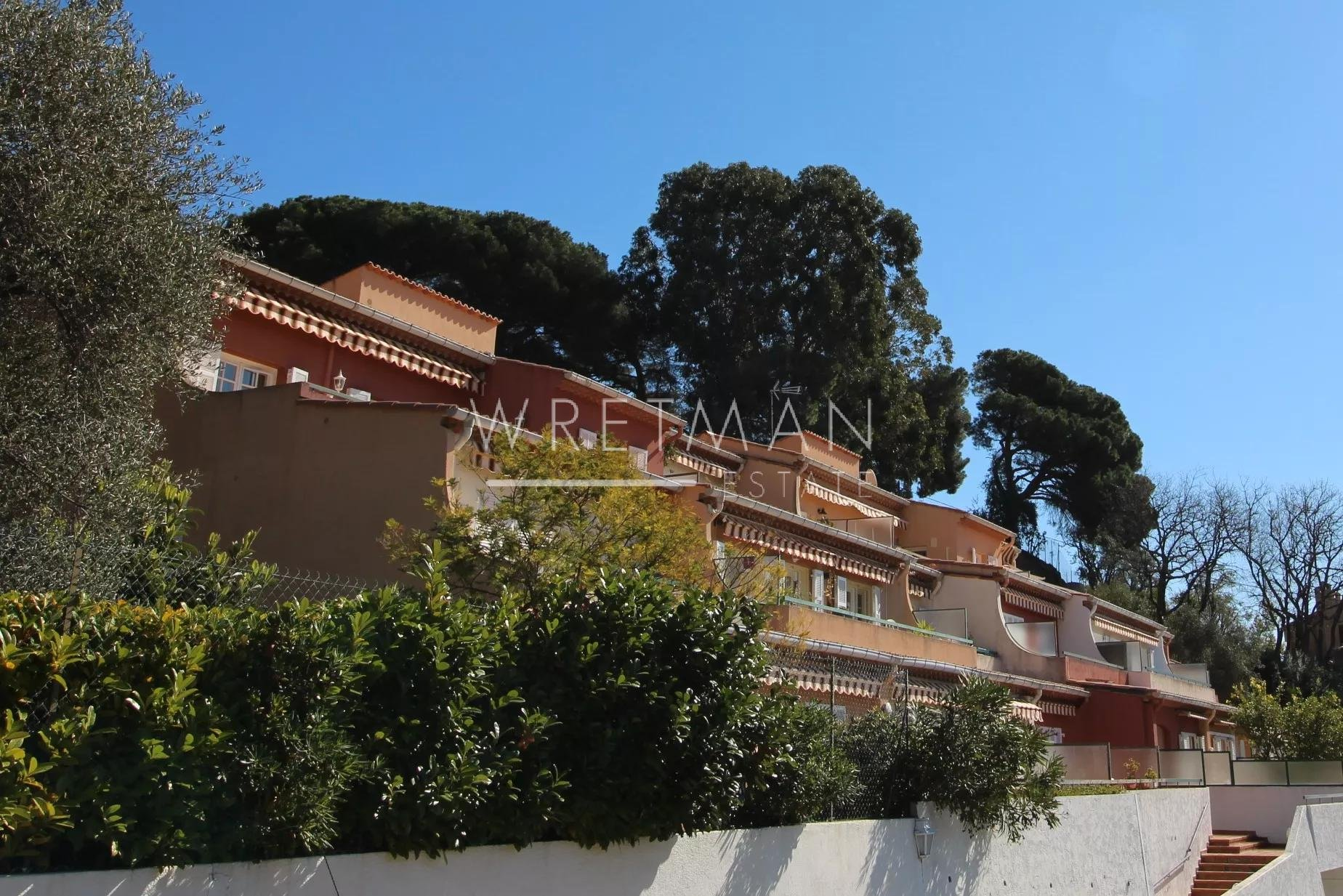 Vacker 3:a med stor terrass och utsikt över berg och hav - Menton Riviera